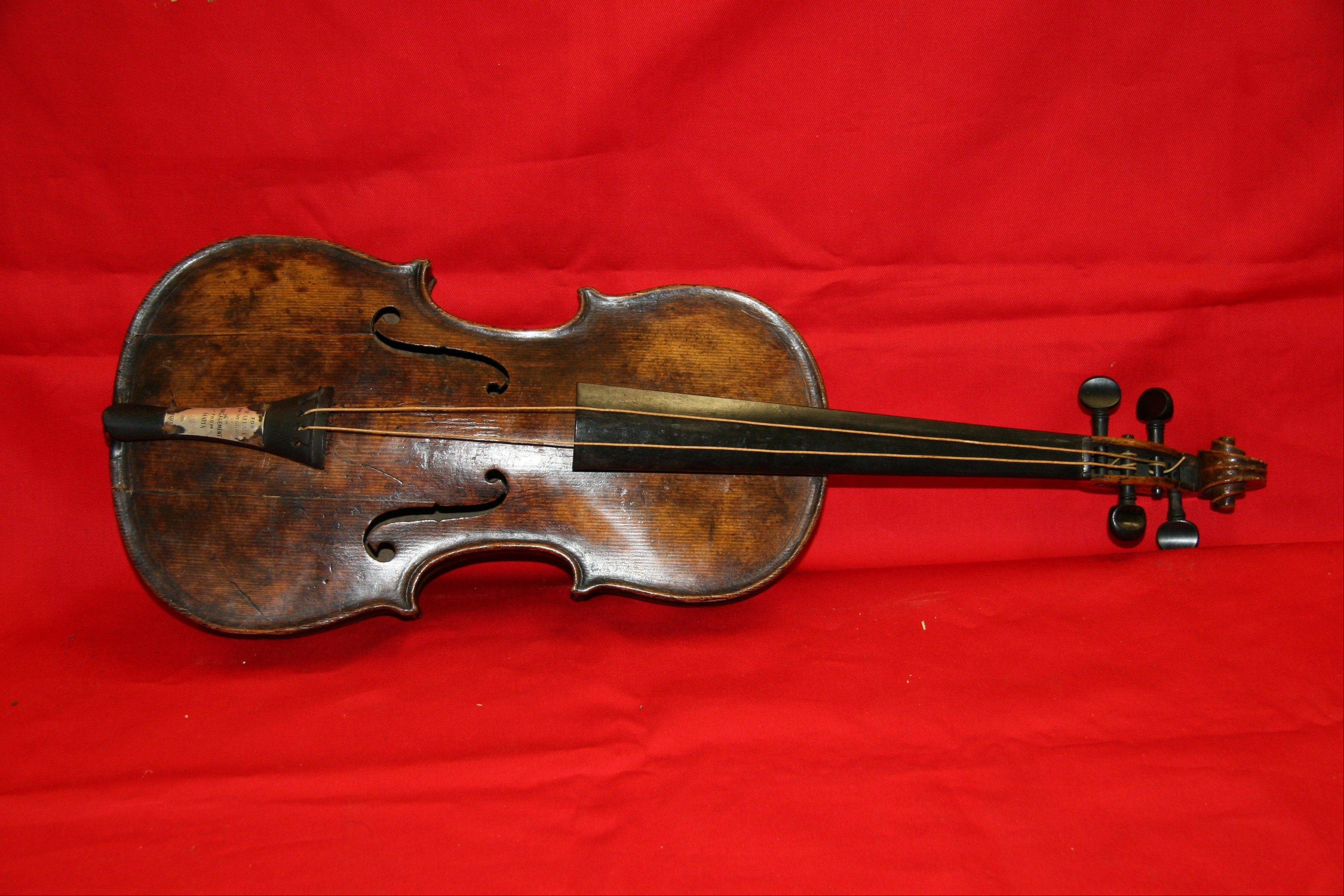 A violin believed to be the one played by Titanic bandmaster Wallace Hartley goes on auction.