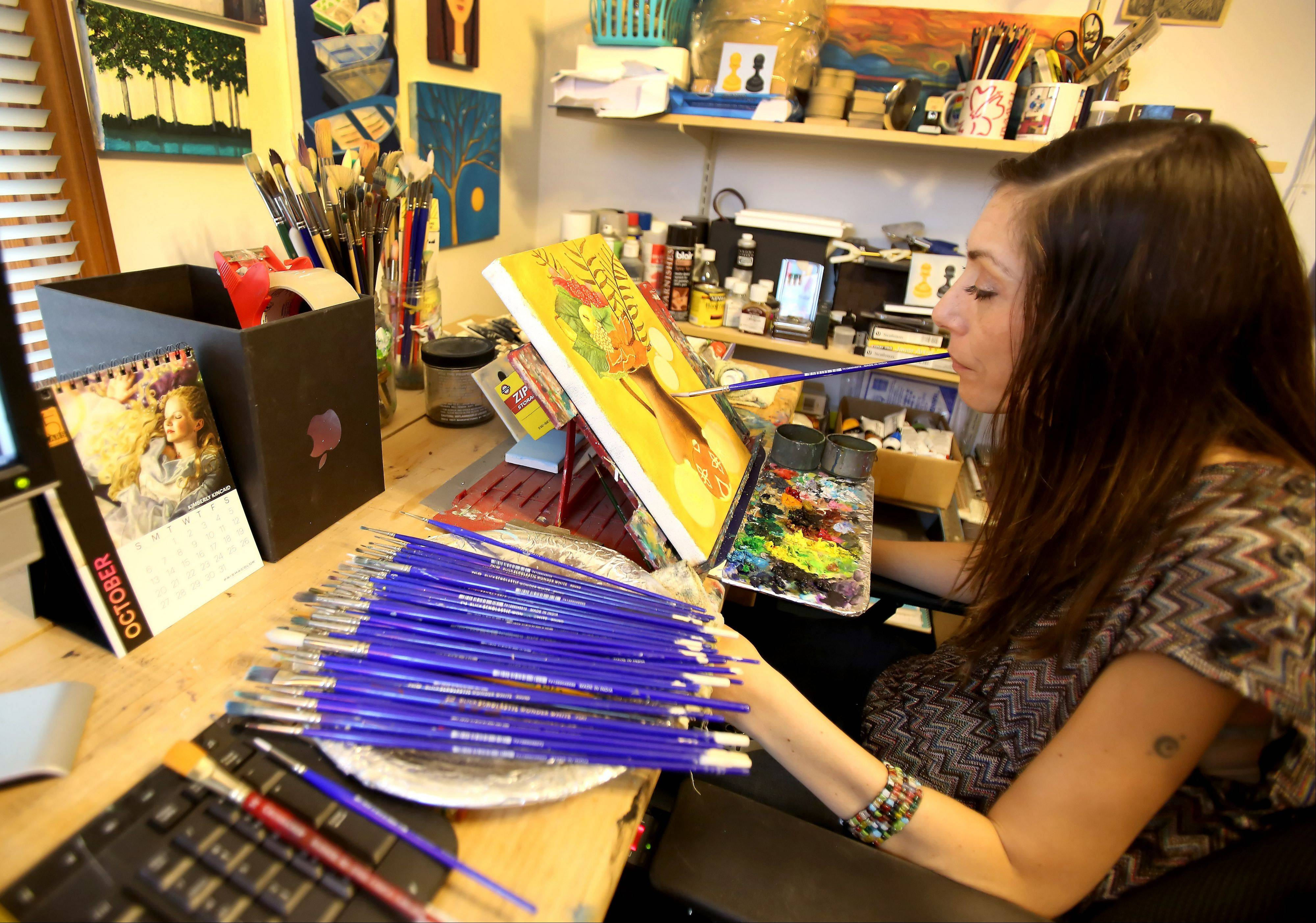 A promising college art student when a gunshot left her a quadriplegic, Mariam Par� of Naperville still paints rich, vibrant pictures. She just has to move the brush around with her mouth.