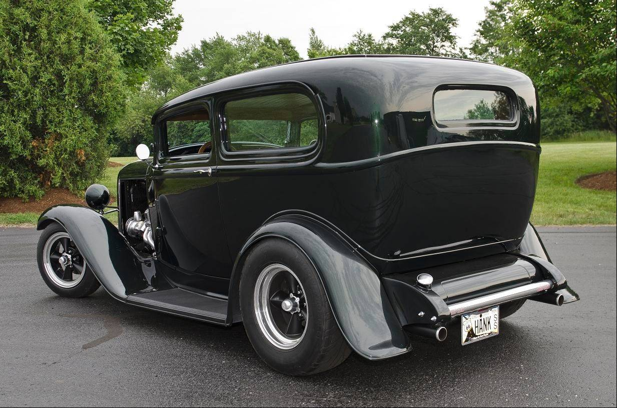 1932 Ford sedan in Forest Green.