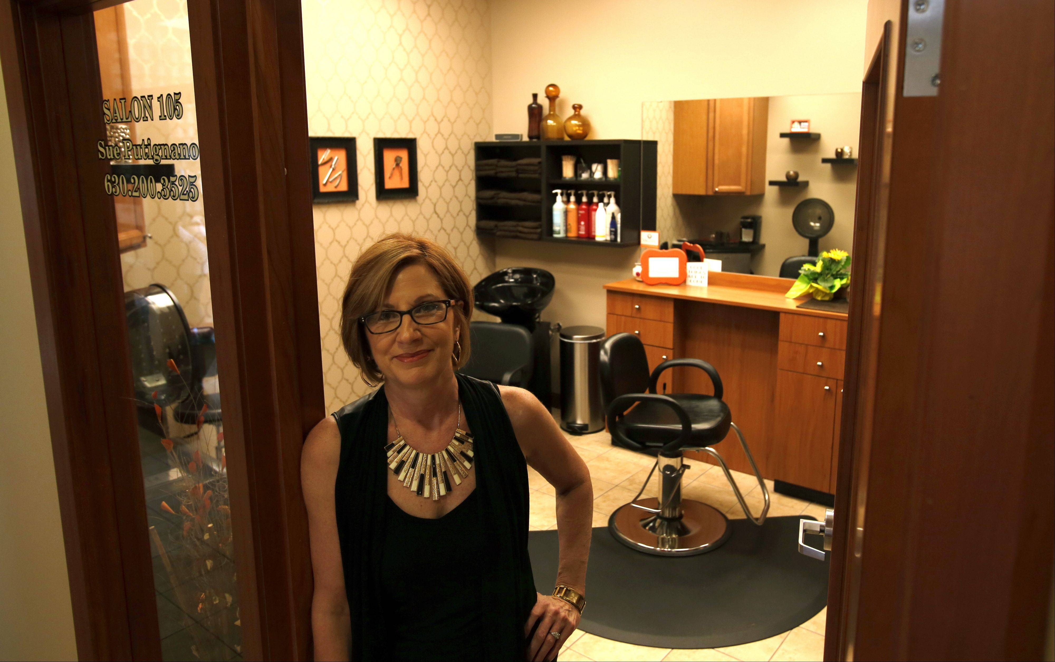 Tired of the noise and bustle of a large salon, stylist Sue Putignano decided to open her own one-person salon, and her business, Salon 105, is now open in the InStyle Salon Suites just south of Algonquin Commons.