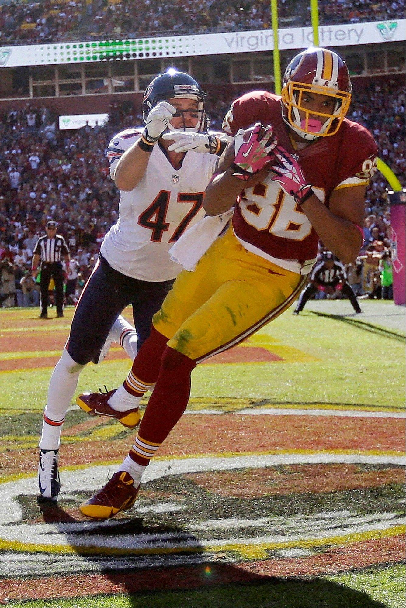 Washington tight end Jordan Reed pulls in a touchdown pass under pressure from Bears free safety Chris Conte during the first half of a game in Landover, Md., Sunday.