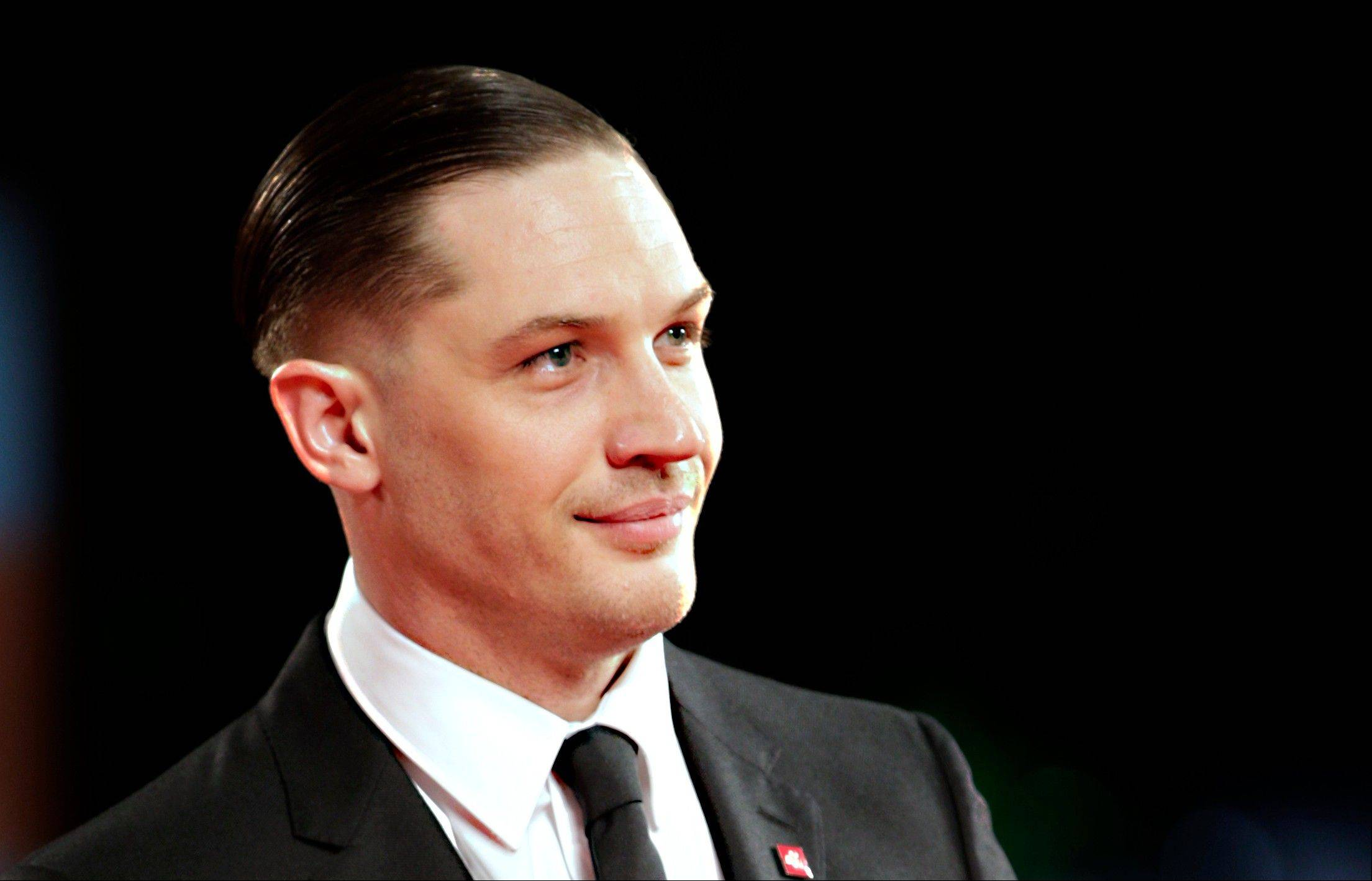 Tom Hardy will play Elton John in a biopic titled �Rocketman.�