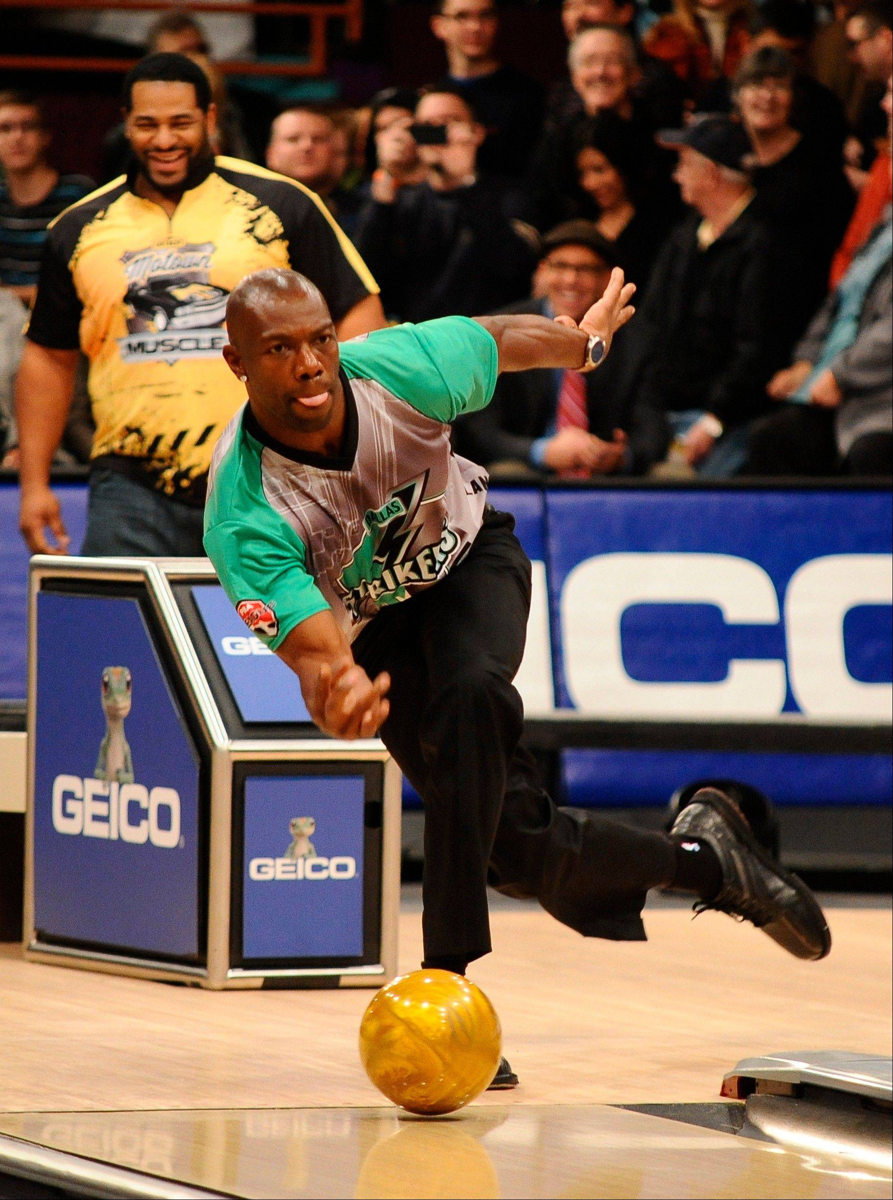 Terrell Owens bowls during the PBA Detroit Winter Swing in January at Thunderbowl Lanes in Allen Park, Mich.