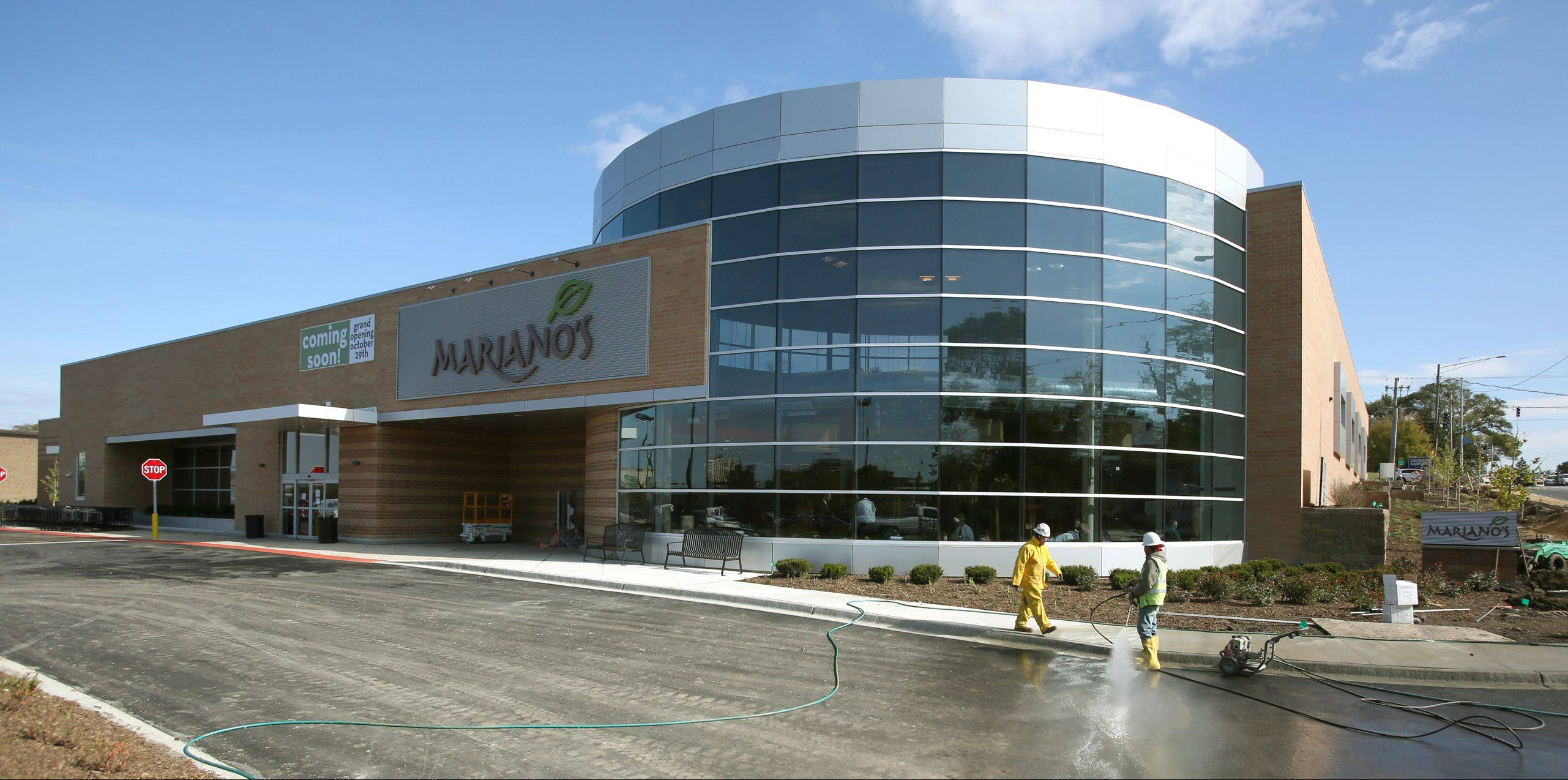 Last-minute preparations are have begun ahead of Mariano's Fresh Market's Wheaton debut on Tuesday.