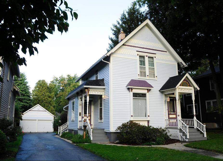 "Evie Guetschow's home at 38 Monroe in Elgin was awarded ""Best Use of Color for a Residence, Professionally Painted"" by Homework Construction."