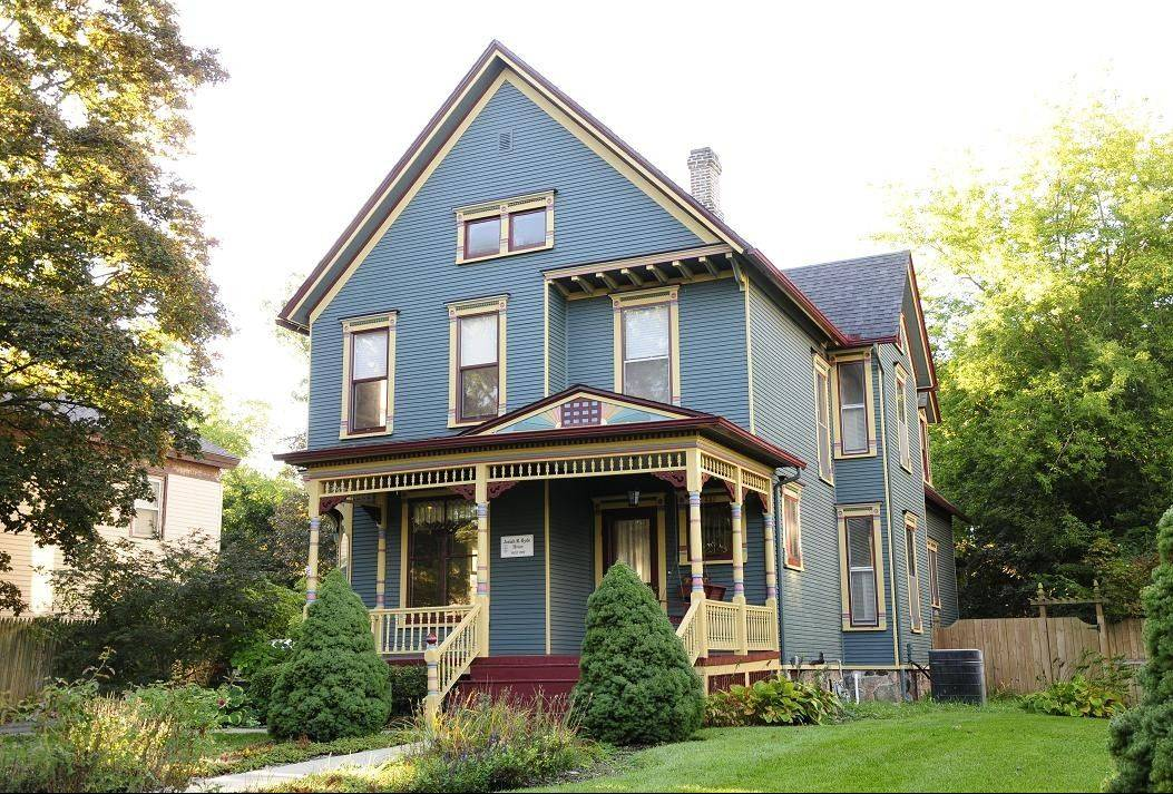 "Susan McDonald's house at 457 W. Jackson in Woodstock was awarded ""Best Craftsmanship of Paint Application, Professionally Painted"" by The Painting Craftsman."