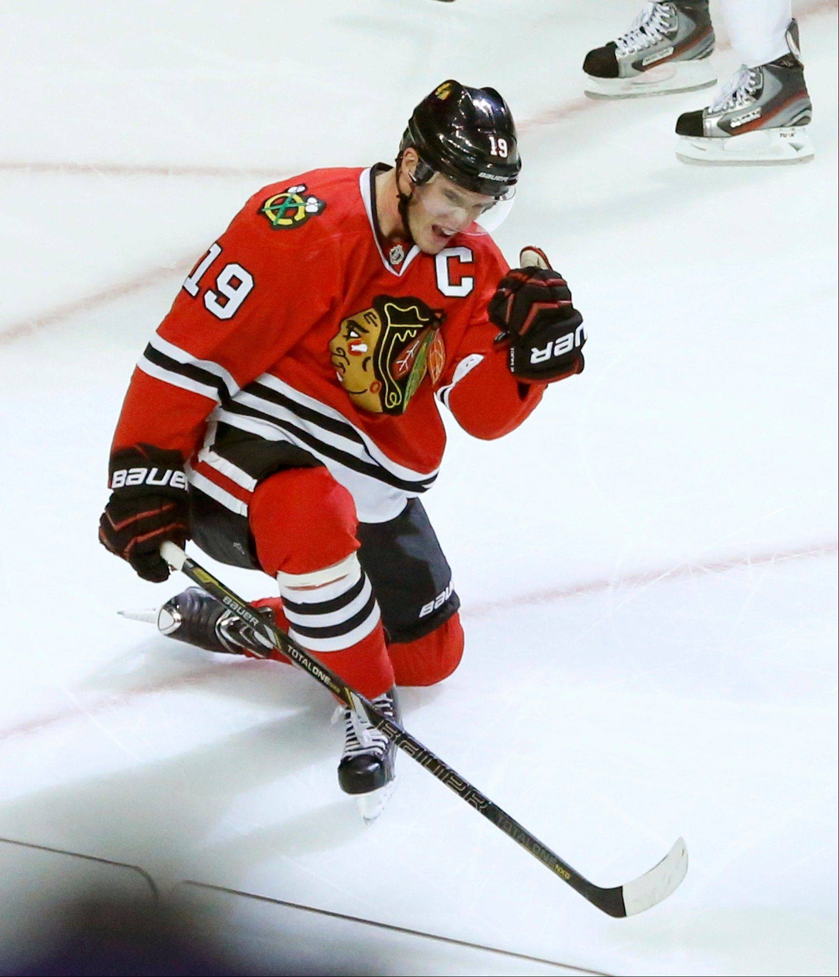Toews carries Blackhawks to comeback victory
