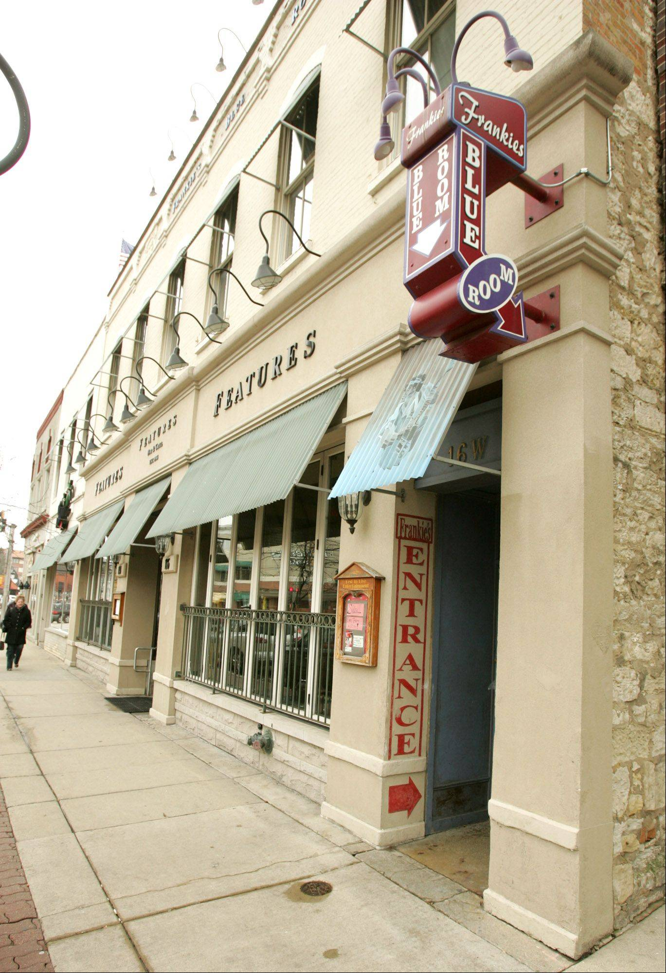 A Lemont man who was stabbed at Frankies Blue Room has settled a lawsuit against the establishment at 16 W. Chicago Ave. in downtown Naperville.