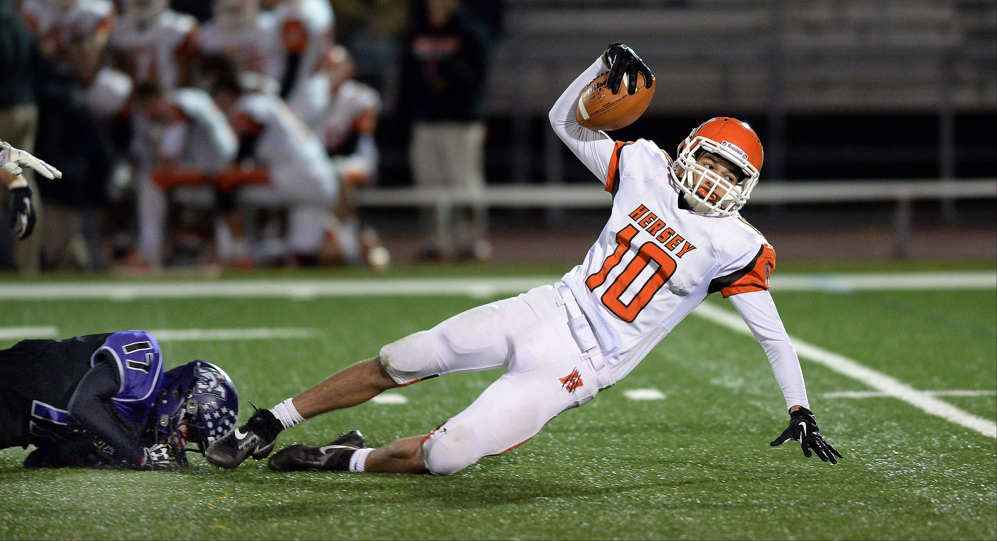 Hersey�s Eddie Miklasz has made a habit of stretching defenses this season. Here Rolling Meadows� Kevin Adair makes a shoestring tackle in a matchup of Mid-Suburban East co-champs.