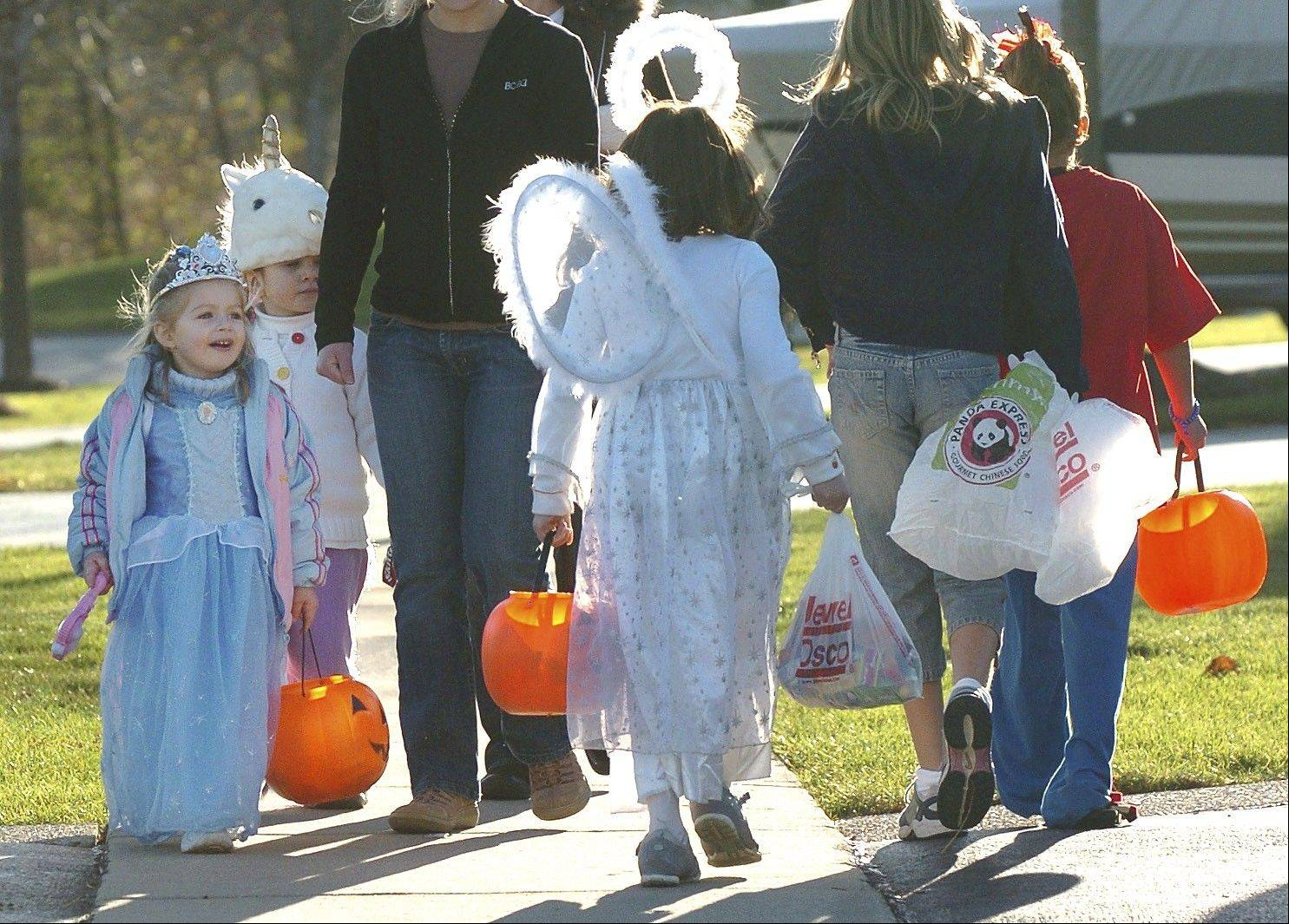Illinois Attorney General Lisa Madigan is urging parents to check state and local sex offender registries before embarking on trick-or-treating tonight.