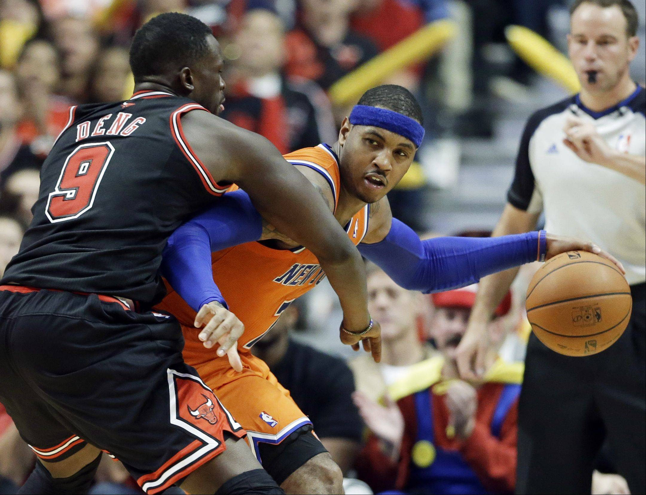 New York Knicks forward Carmelo Anthony, right, looks to a pass as Chicago Bulls forward Luol Deng guards during the second half.