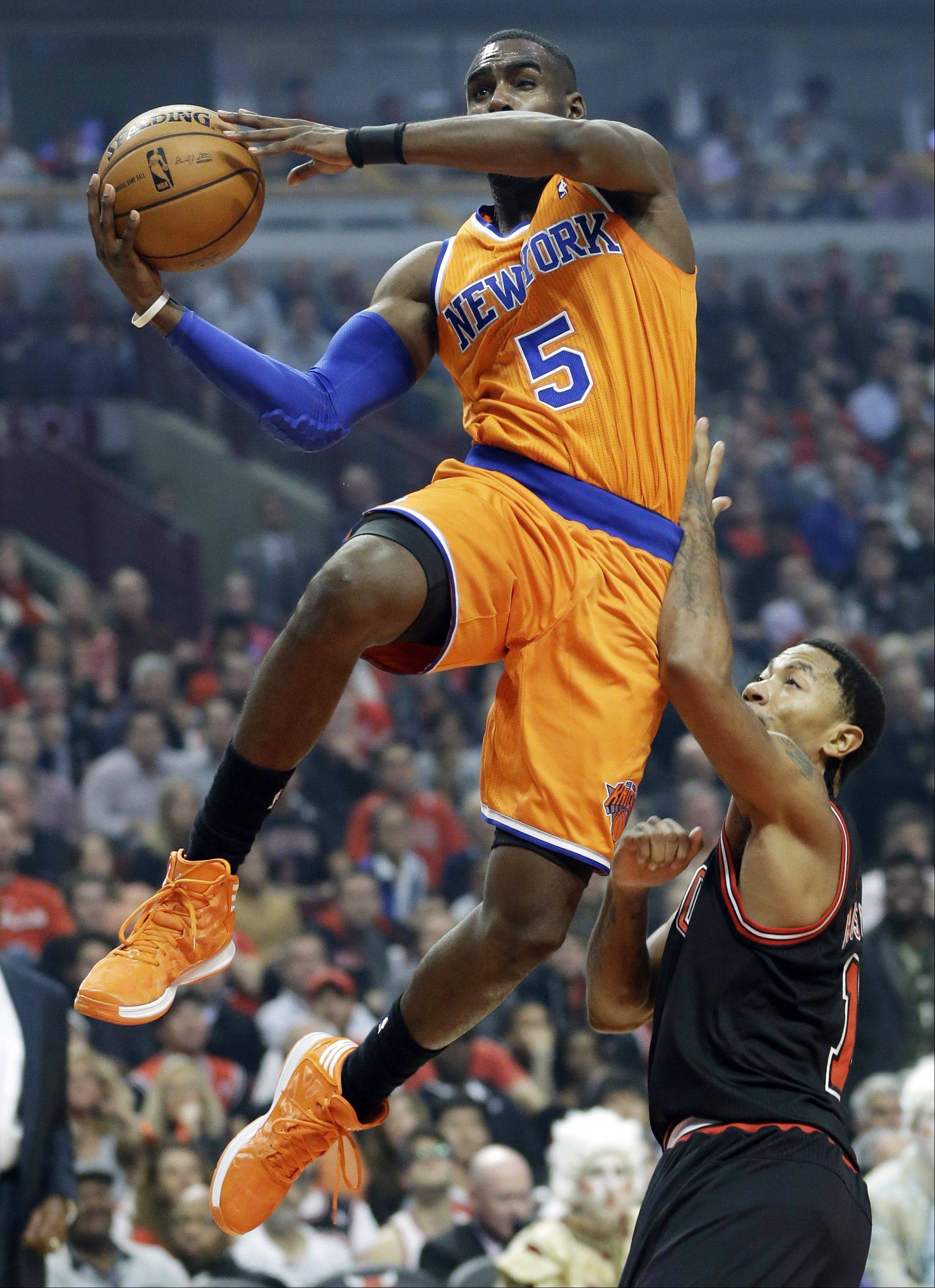 New York Knicks guard Tim Hardaway Jr. (5) drives to the basket against Chicago Bulls guard Derrick Rose during the first half.