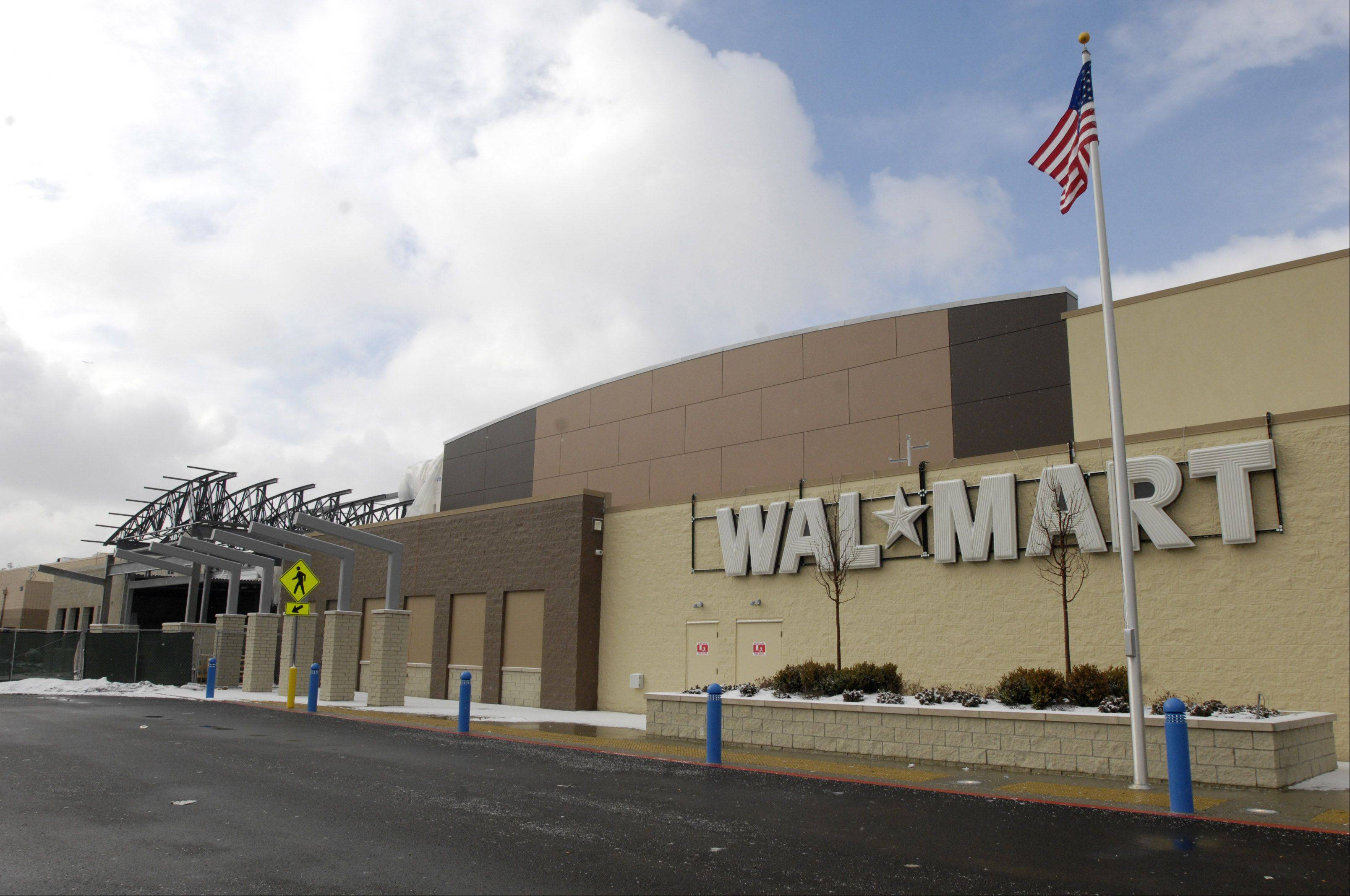Wal-Mart kicks off holiday shopping season online