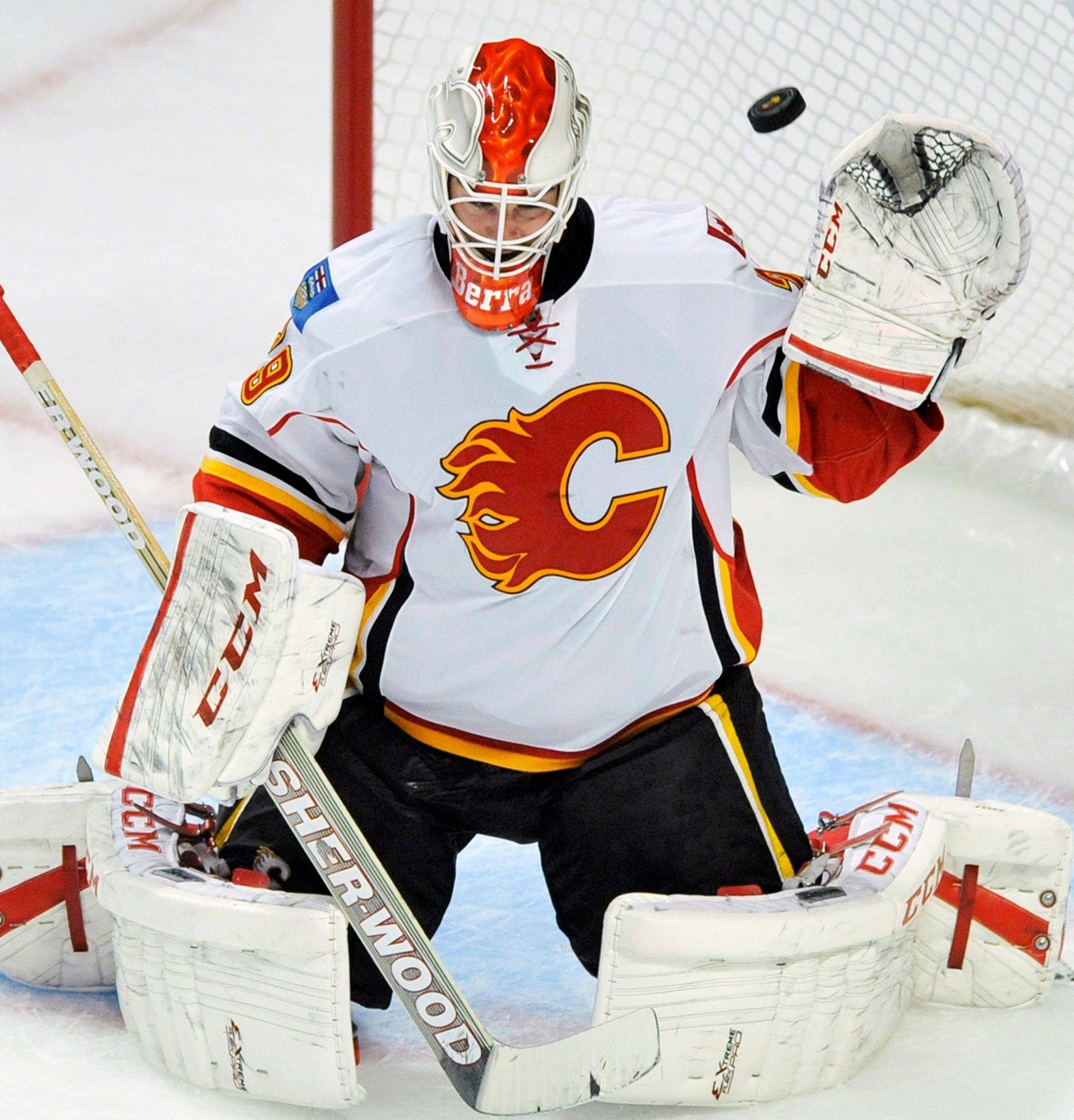 Calgary goalie Reto Berra makes 1 of his 42 saves Sunday at the United Center.