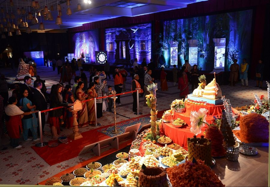 Hindus Celebrate Festival Of Lights At Bartlett Hindu Mandir