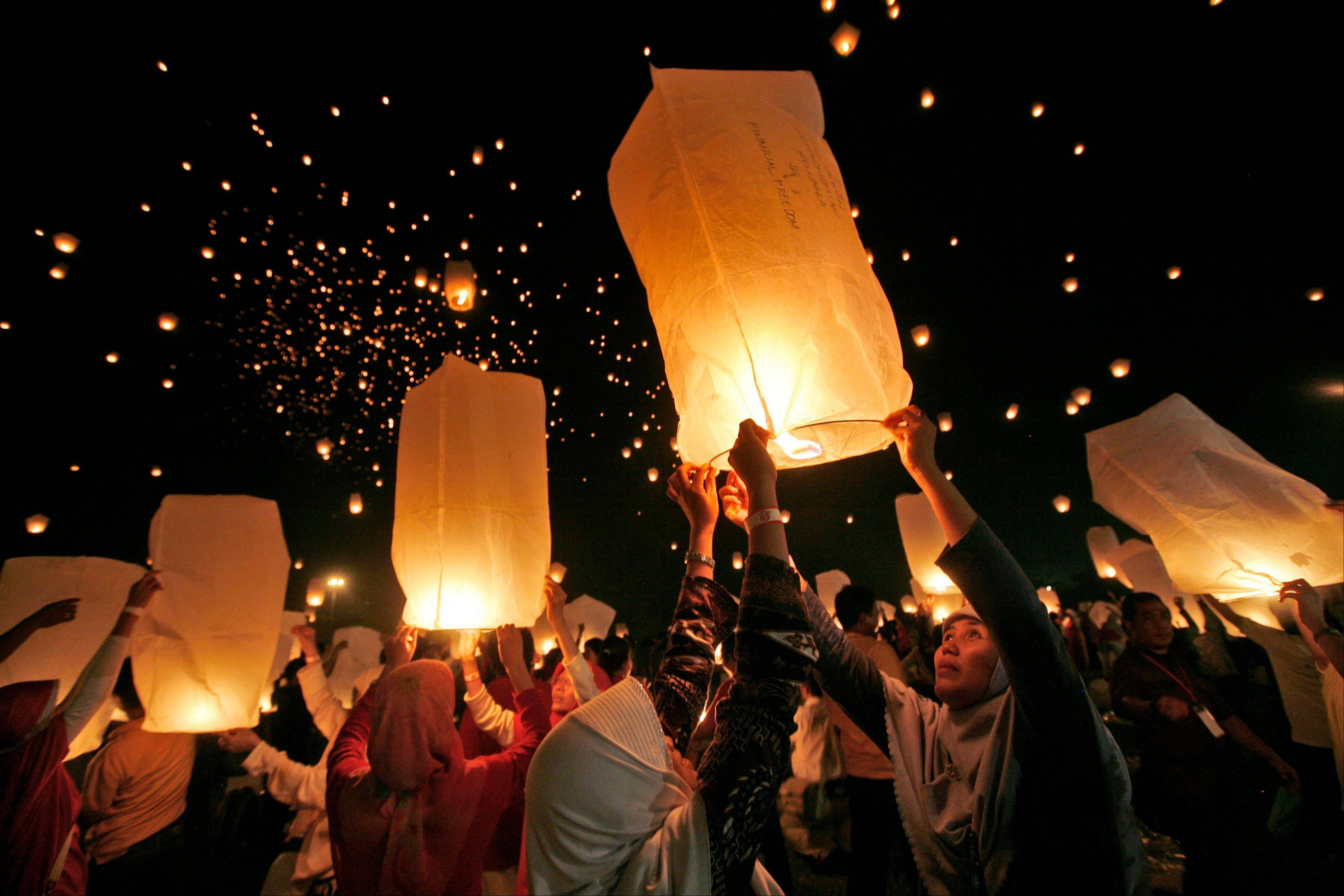 New Hampshire lawmakers have a bill this session to ban the use and sales of sky lanterns in that state because they say the lanterns represent a fire risk.