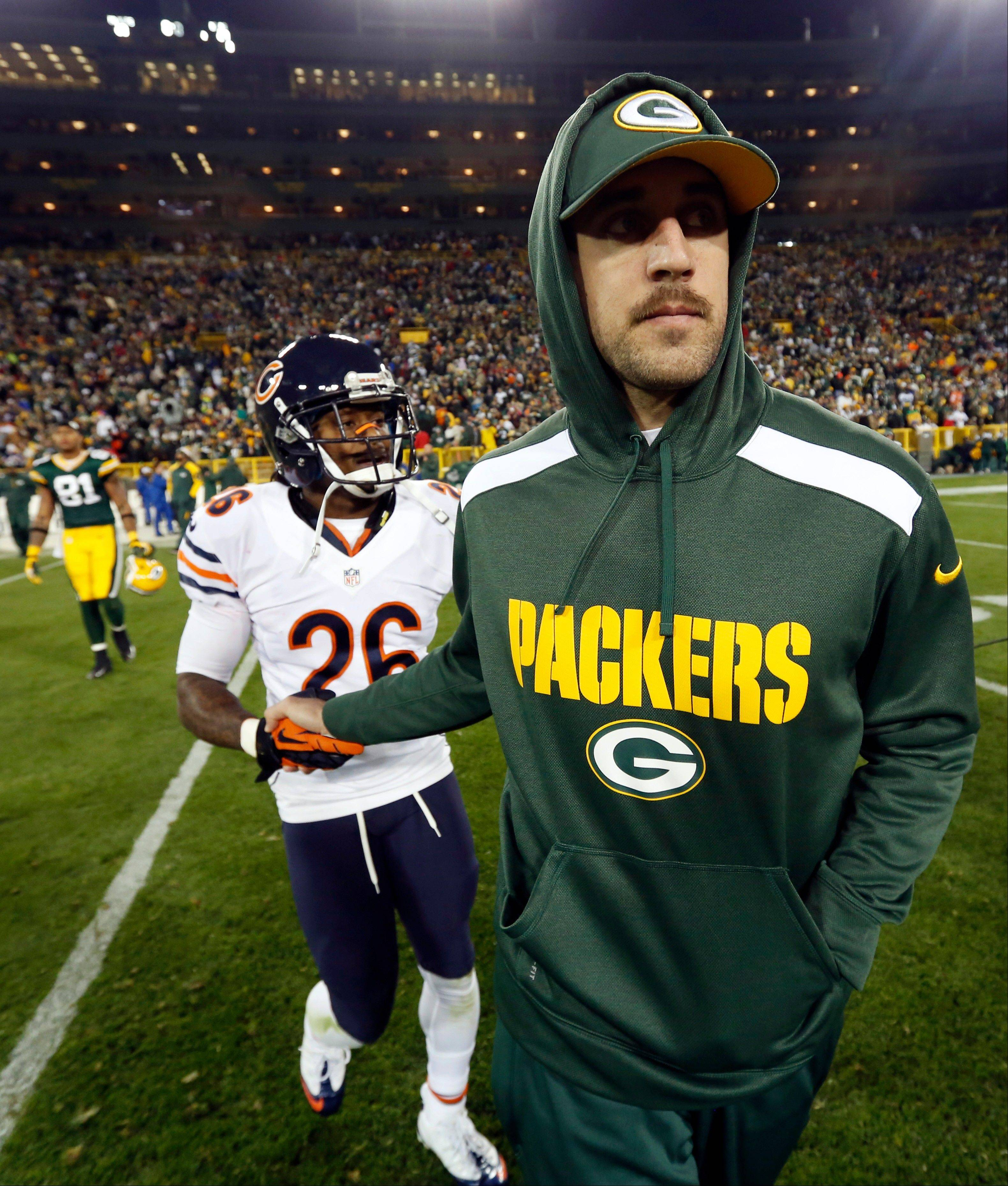 Green Bay Packers quarterback Aaron Rodgers shakes hands with the Bears� Tim Jennings after Monday night�s game at Lambeau Field.