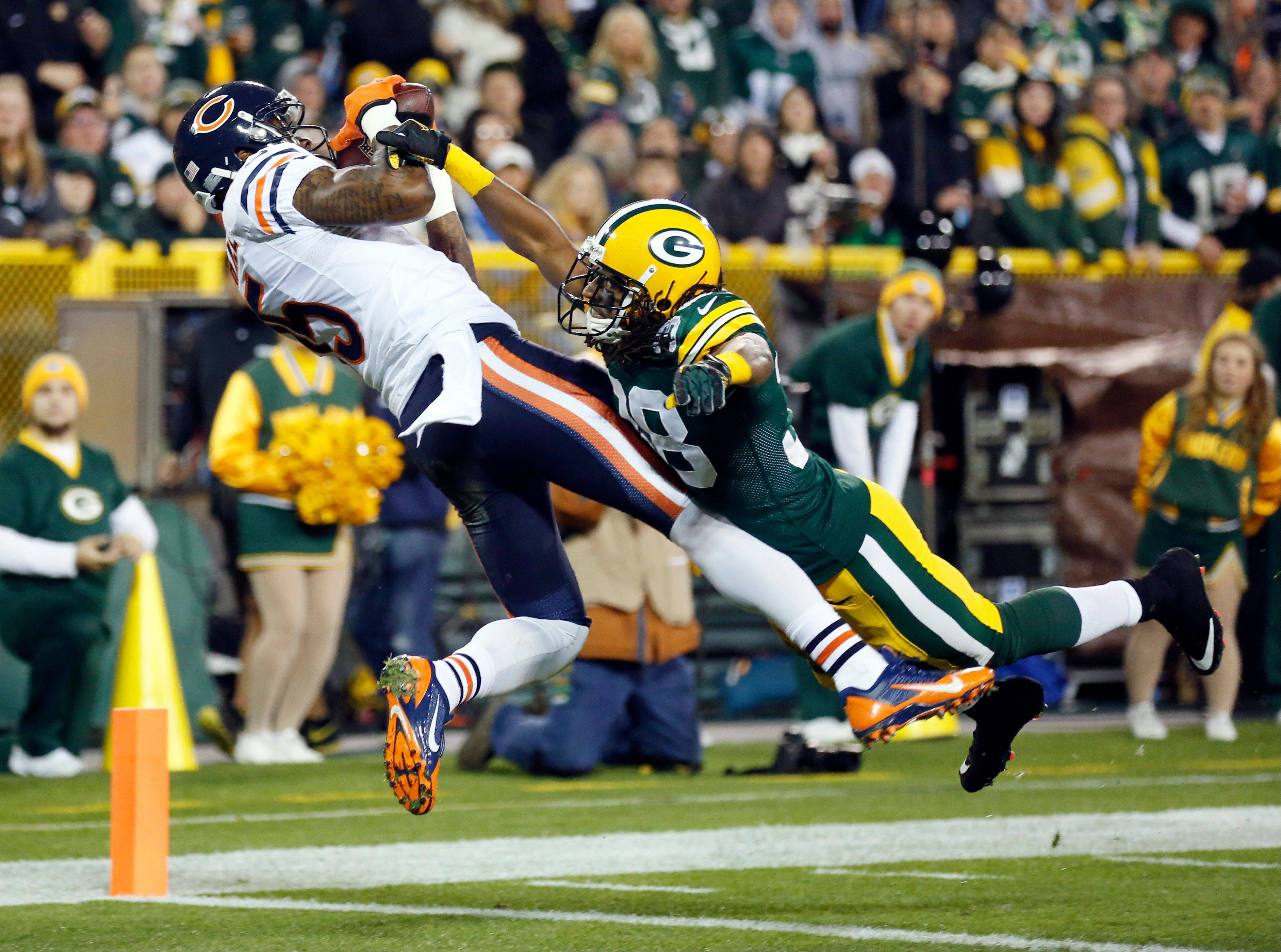 Chicago Bears' Brandon Marshall catches a touchdown pass with Green Bay Packers' Tramon Williams (38) covering during the first half .