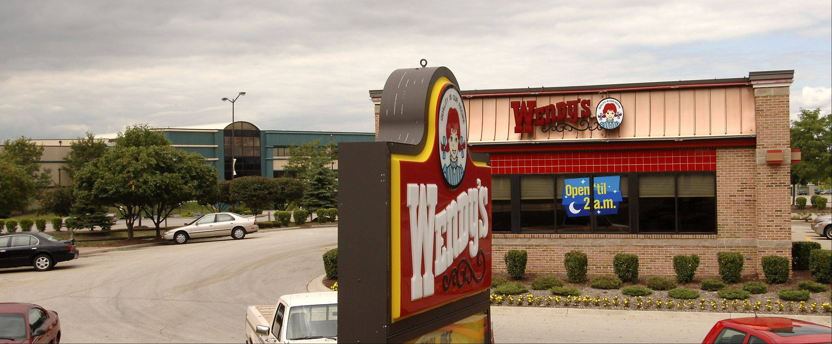 Wendy�s says its third-quarter loss narrowed as more customers snapped up offerings at its restaurants including its new Pretzel Bacon Cheeseburger.