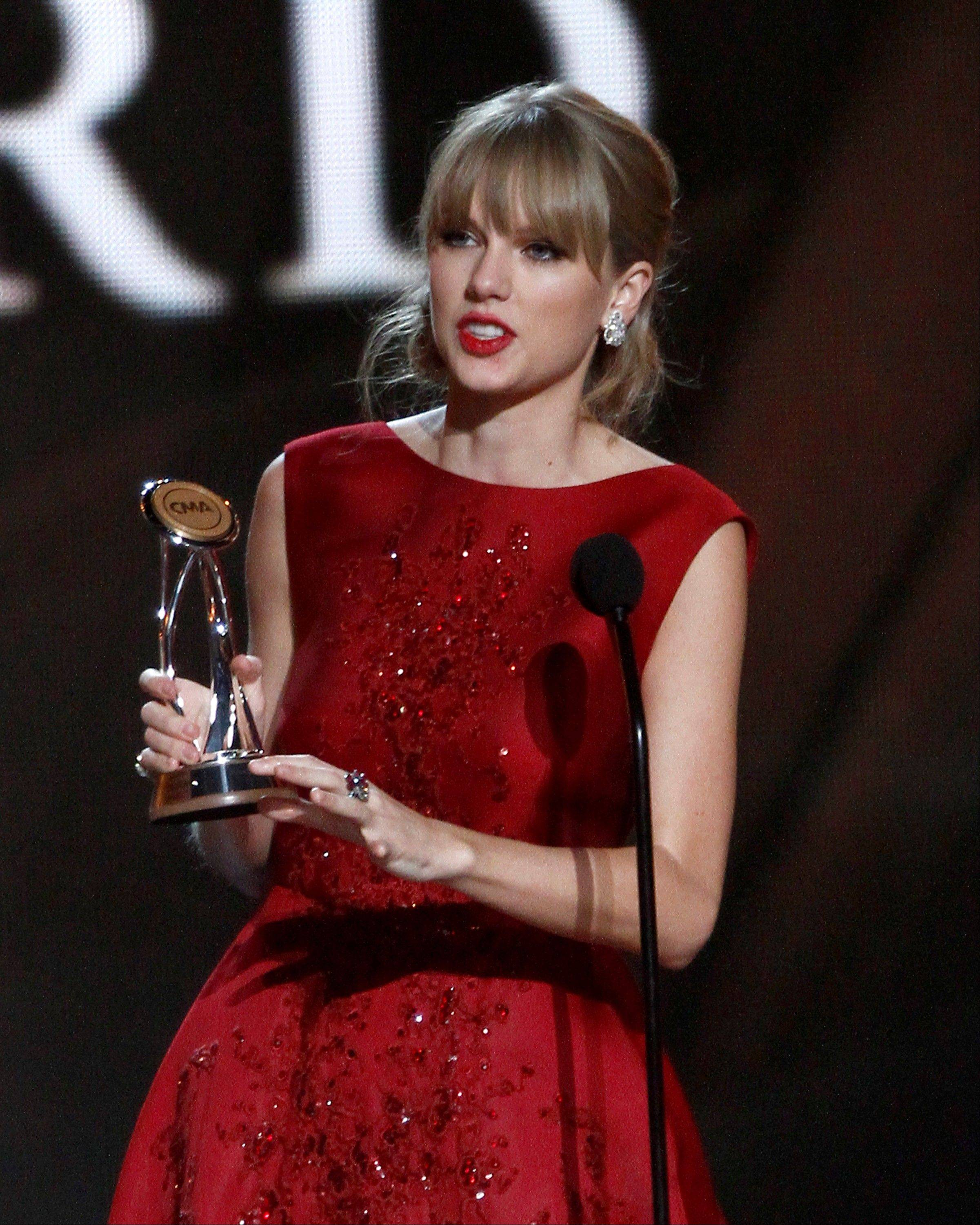 Taylor Swift accepts the Pinnacle award