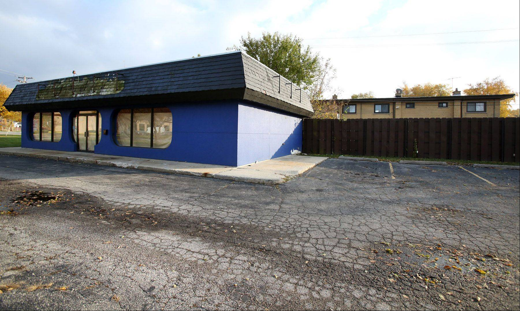 Mount Prospect agreed to rezone this site at 211 E. Rand Road, near apartments on right, to allow opening of a cigar lounge.