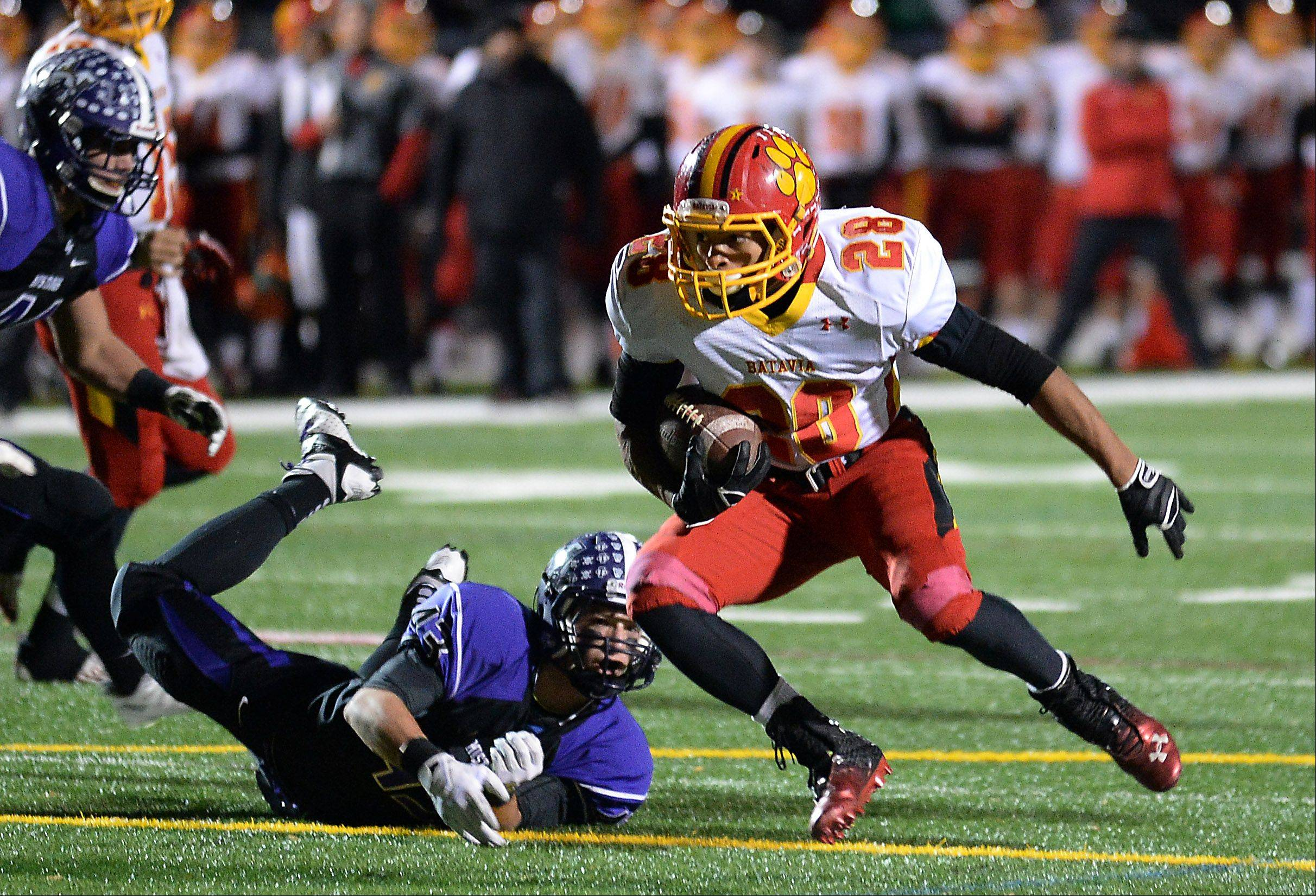 Batavia's Anthony Scaccia eludes Rolling Meadows' Peyton Dezonna for a third-quarter touchdown in Class 6A playoff action at Rolling Meadows on Saturday.