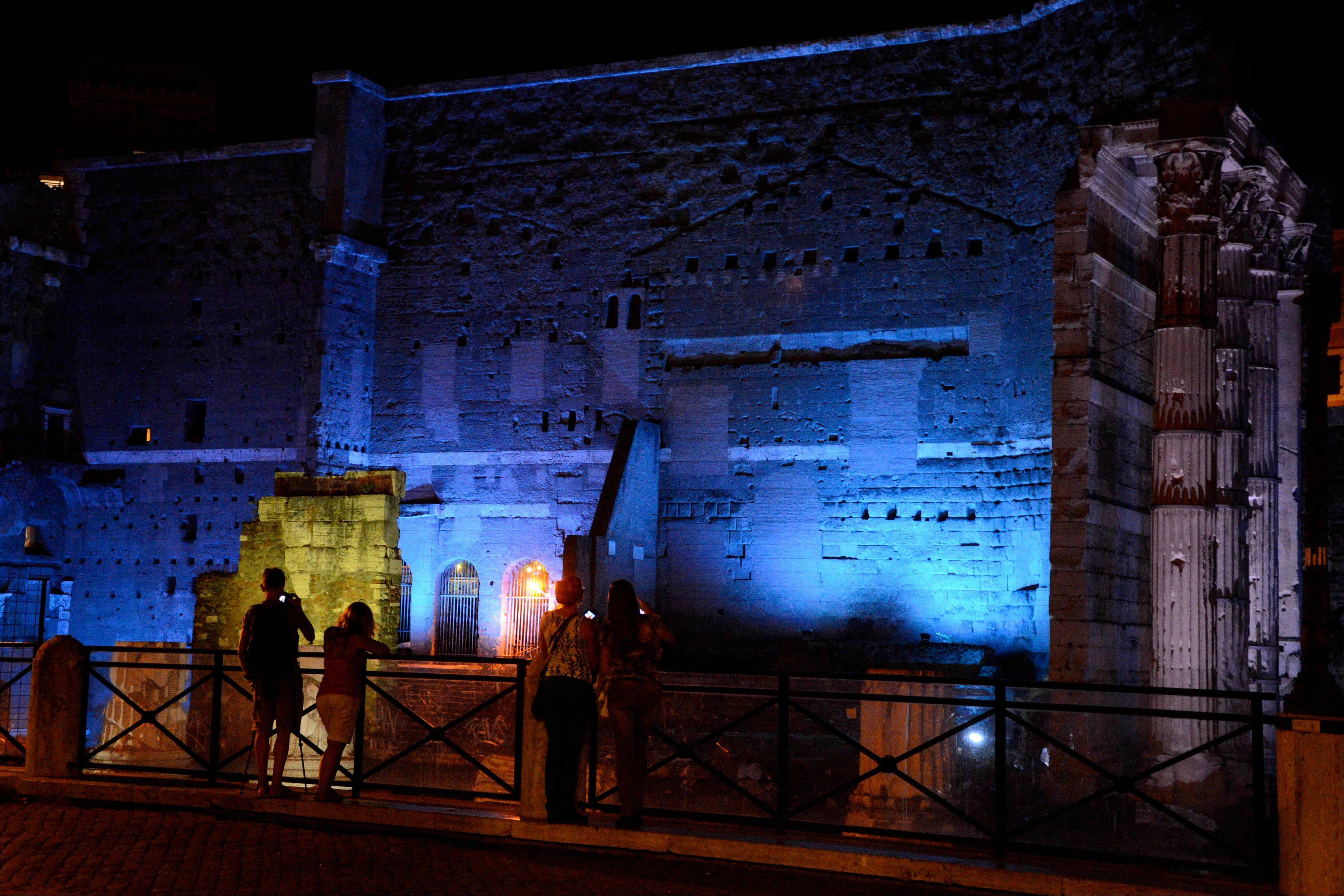 At night, the Roman Forums are transformed into a romantic spot with white, blue and green beams of light coloring the ruins.