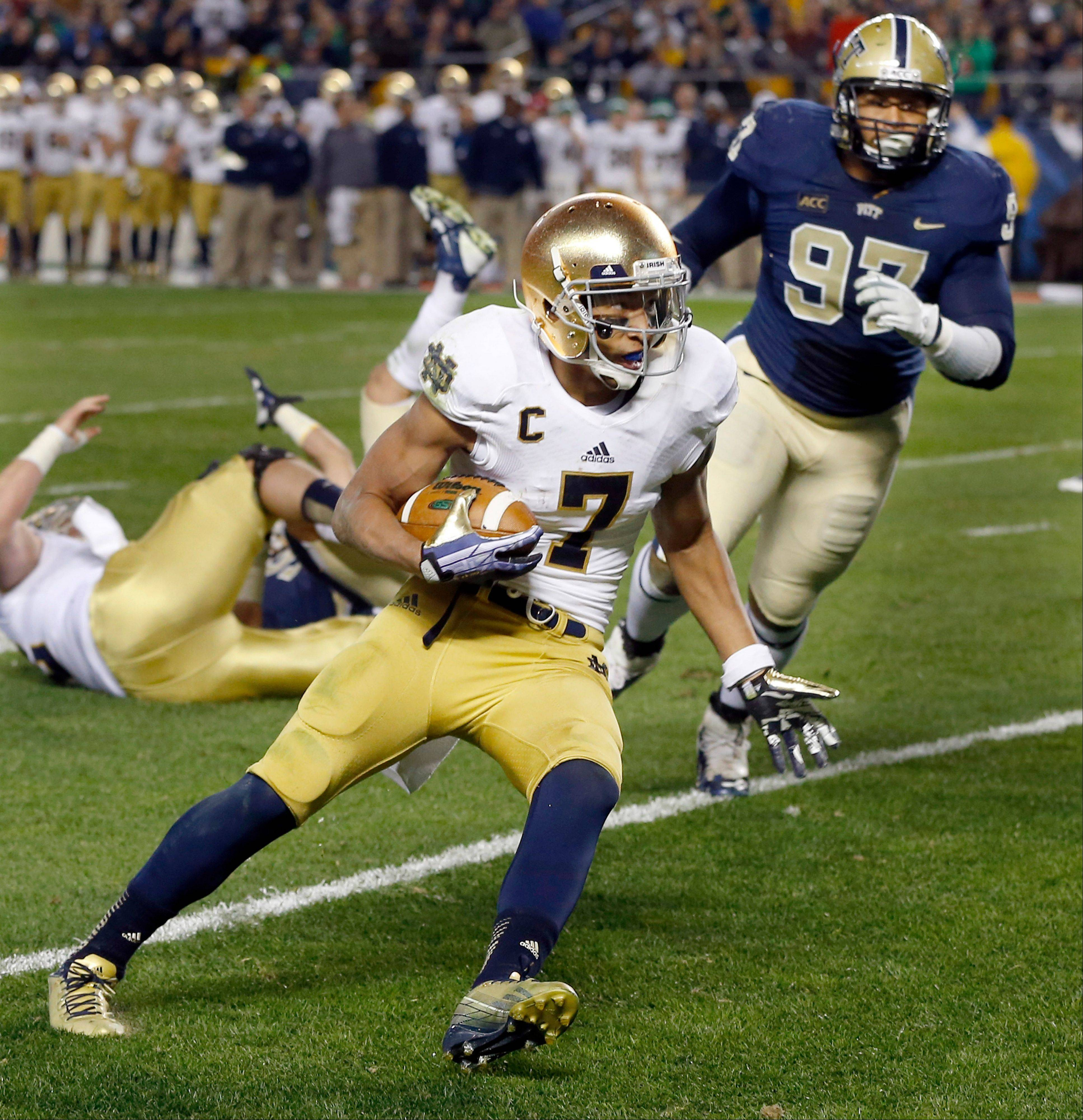 Notre Dame wide receiver TJ Jones (7) runs the ball past Pittsburgh defensive lineman Aaron Donald (97) on his way to a touchdown during Saturday�s game in Pittsburgh.