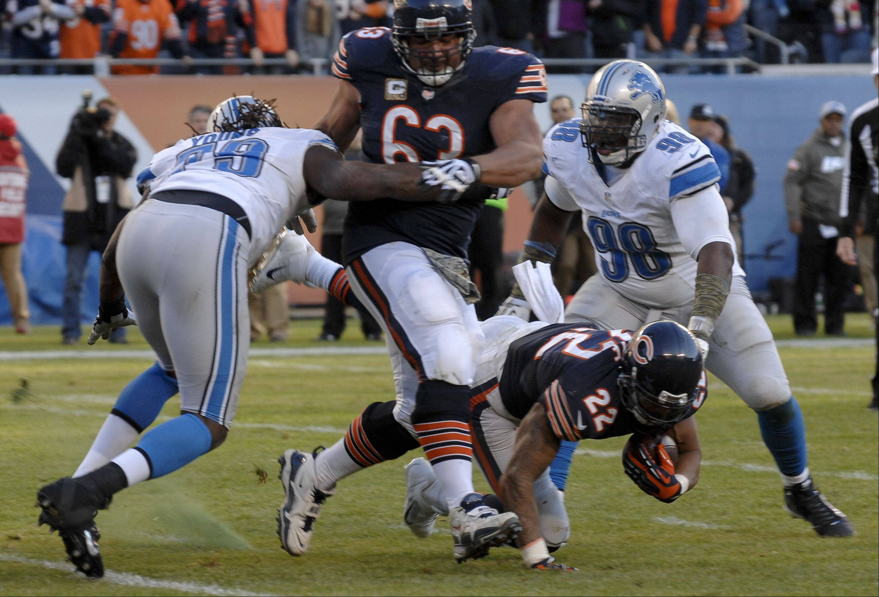 Chicago Bears running back Matt Forte fails to make the touchdown conversion late in the 4th quarter of the Bears 21-19 loss to the Detroit Lions.