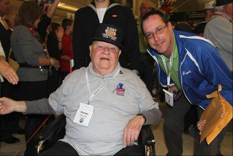 World War II veteran George Houcin of Waukegan, at left, and Jesse Jarrett, general manager of the Culver�s restaurant in Zion, return from a Honor Flight trip to see the World War II Memorial in Washington, D.C.