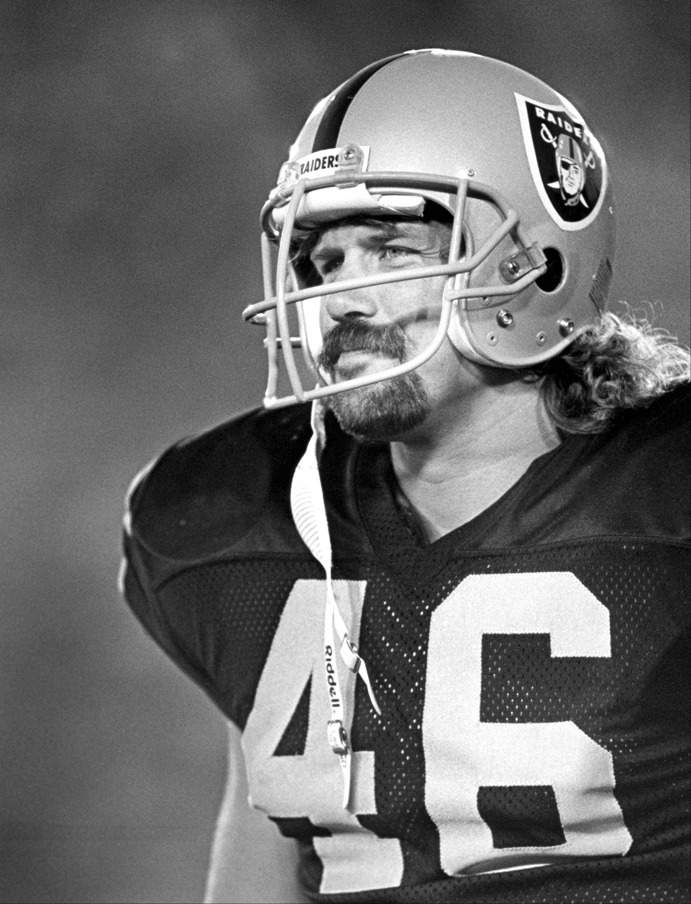 Former Los Angeles Raiders tight end Todd Christensen, shown here during a preseason football game against the San Francisco 49ers in 1987, died from complications during liver transplant surgery. He was 57.