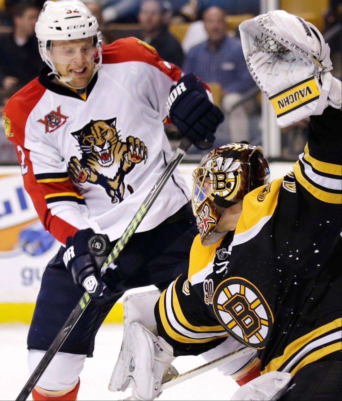 Bruins goalie Tuukka Rask makes a save as Florida's Kris Versteeg looks for the rebound during a game last week. Versteeg will rejoin the Hawks today after GM Stan Bowman acquired him via trade from the Panthers.