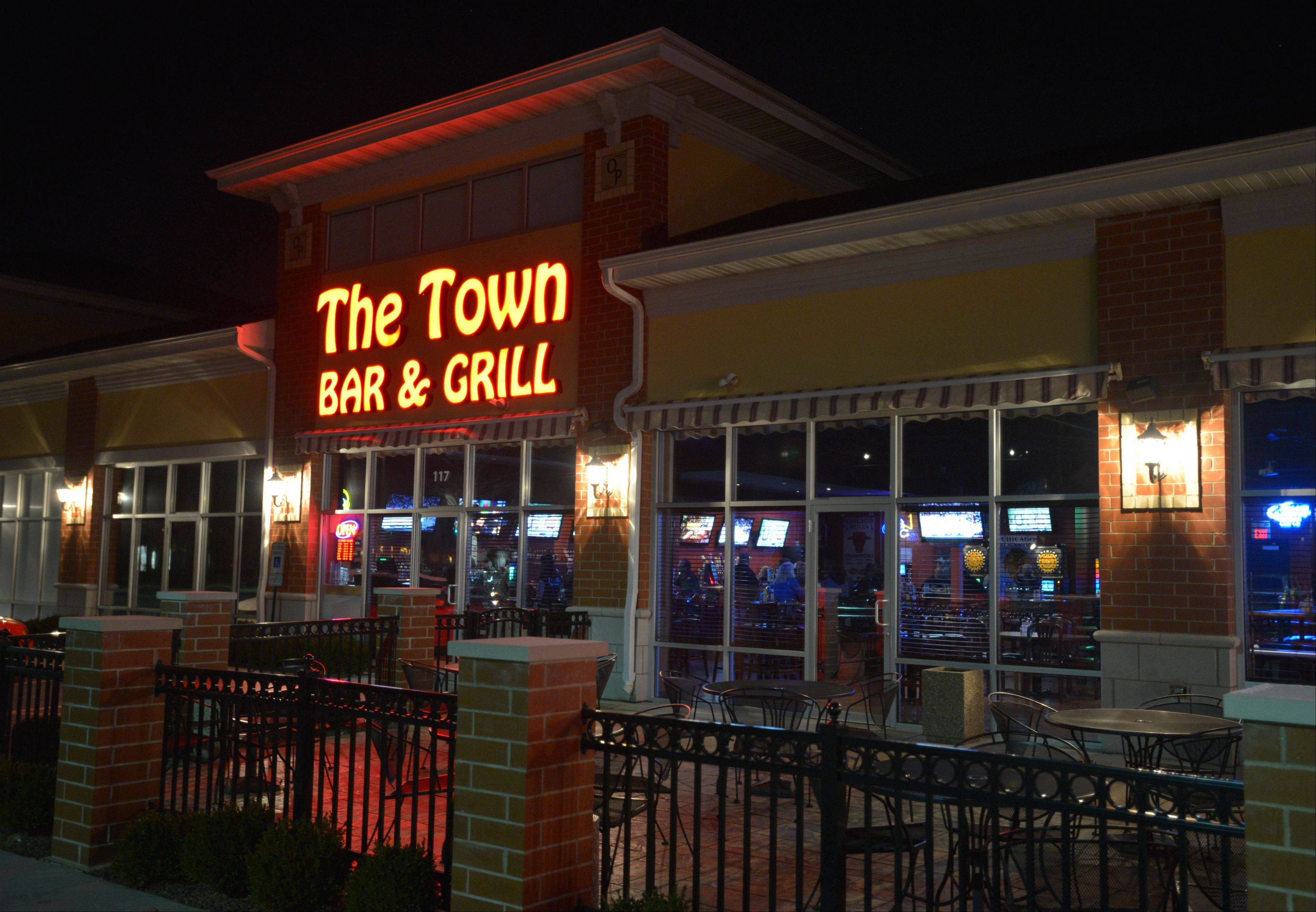 The Town Bar & Grill in Aurora brings in customers all week long with game nights, food and drink specials and sports on TV.