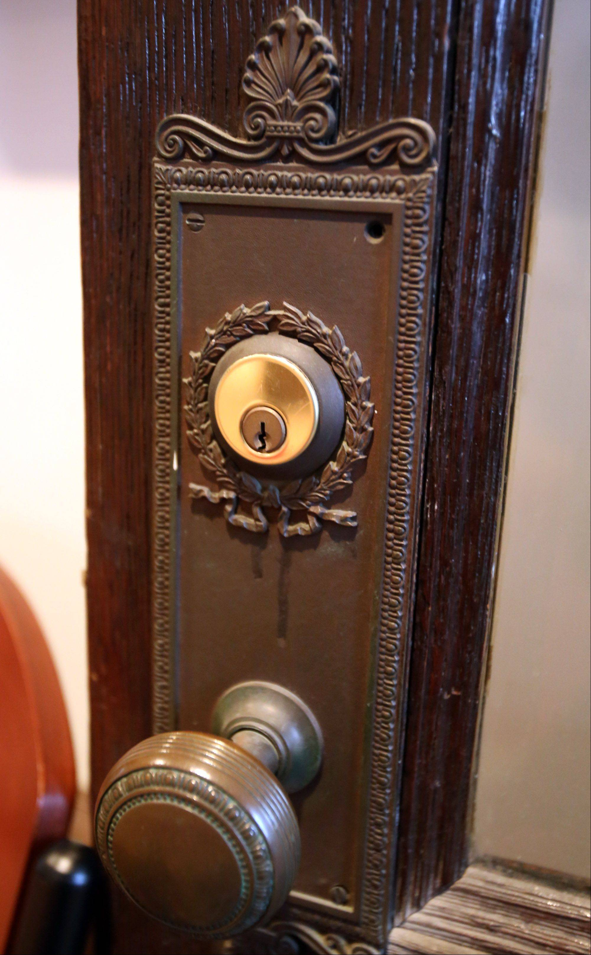 This is an antique door knob in Barrington´s White House.