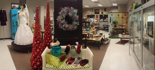 Harper College students decked out Studio V in some festive holiday décor in preparation for the shopping event Nov. 20.