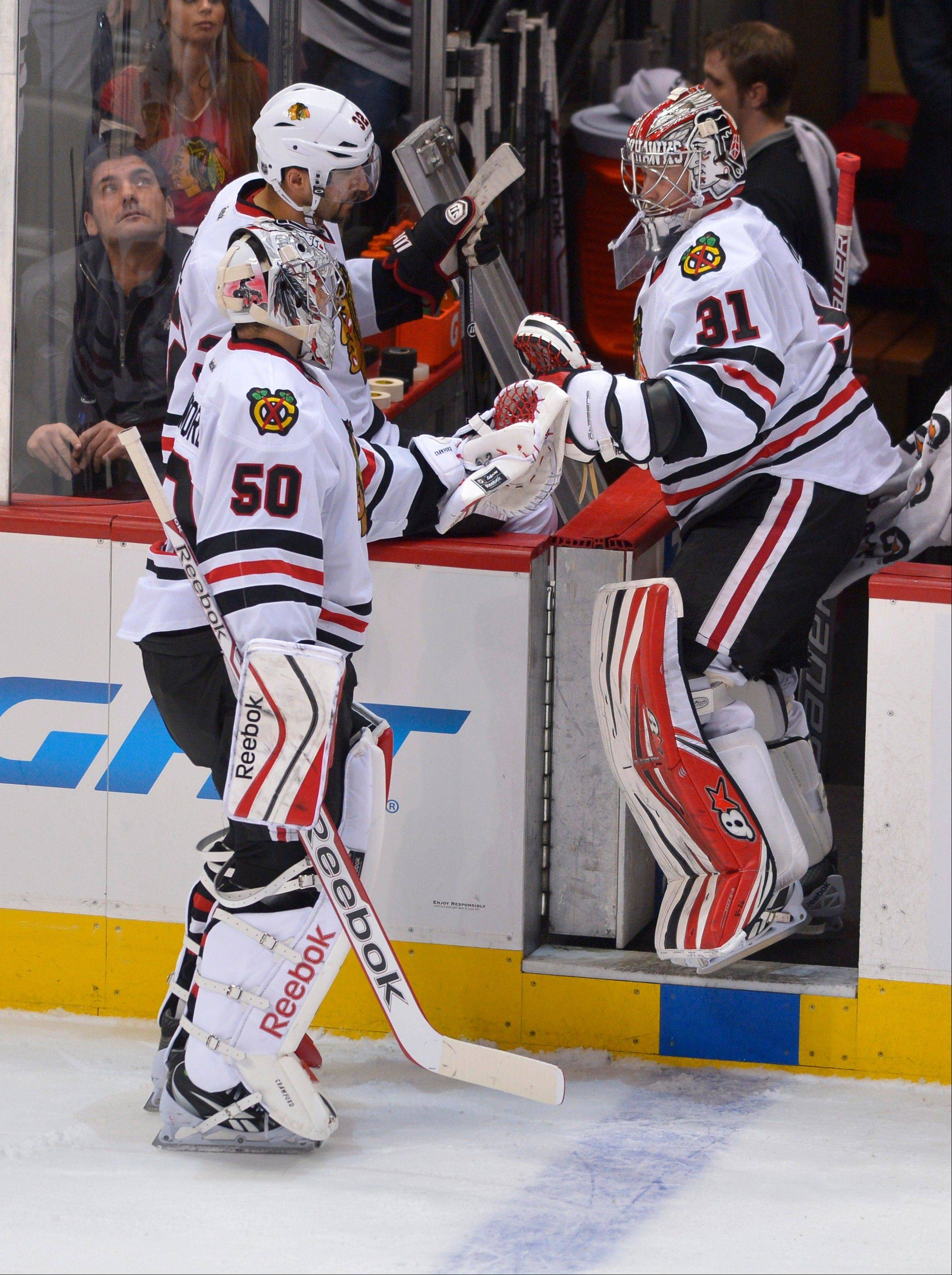 Blackhawks goalie Antti Raanta (31) replaces Corey Crawford (50) after Crawford gave up 3 goals to the Avalanche during the first period Tuesday night.