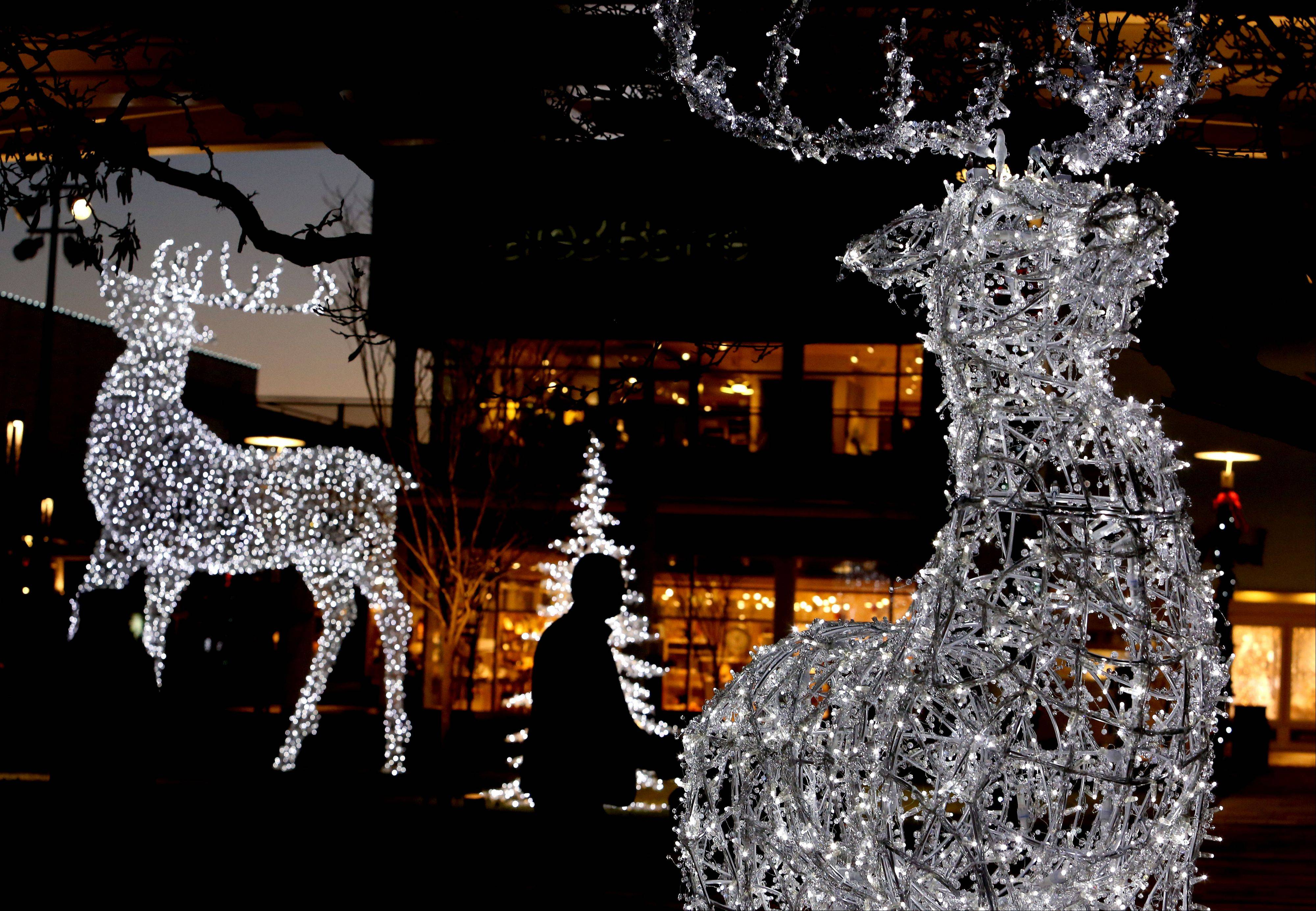 Thousands of lights will greet visitors this holiday season at Oakbrook Center as the outdoor mall celebrates the completion of two years of renovations. The center is sponsoring a �Holiday Spectacular� on Friday night as a sort of coming-out party.