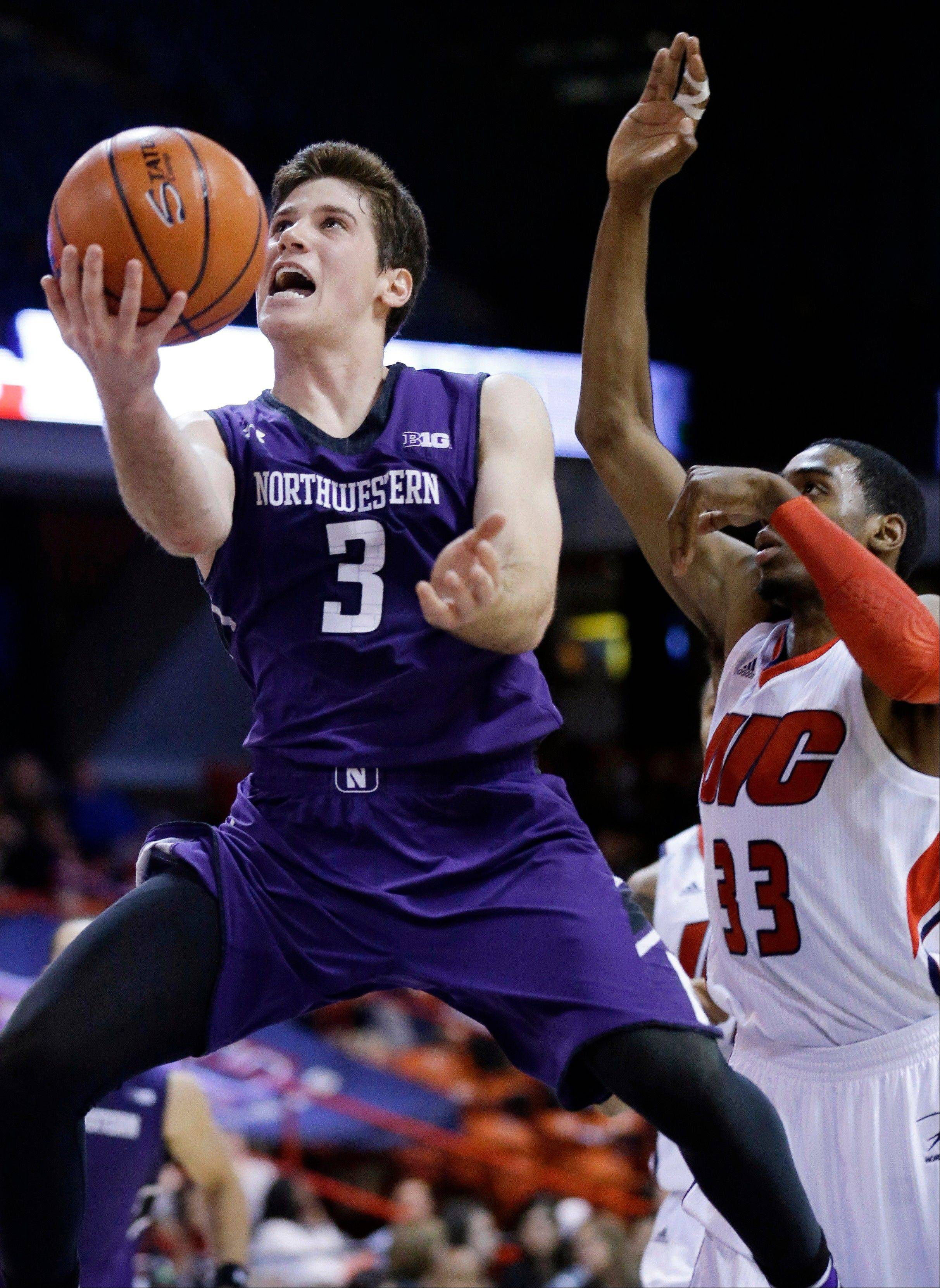 Northwestern guard Dave Sobolewski (3) drives to the basket past UIC forward Ahman Fells (33) during Wednesday�s game in Chicago.
