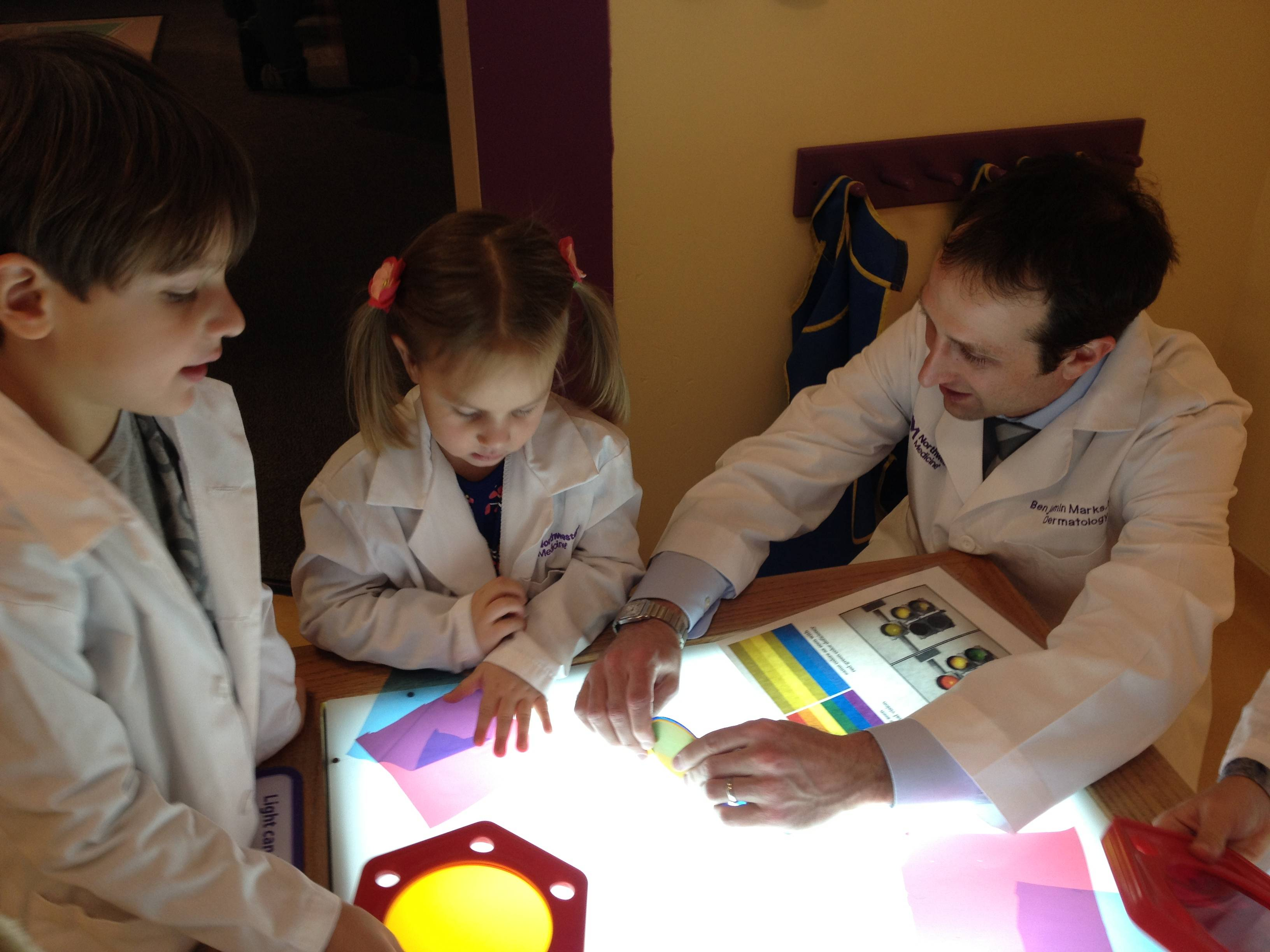 William and Emily Mawrowski discuss color and light with Benjamin Marks, MD, from Northwestern Medicine at the Science Fridays presentation at the Kohl Children's Museum.