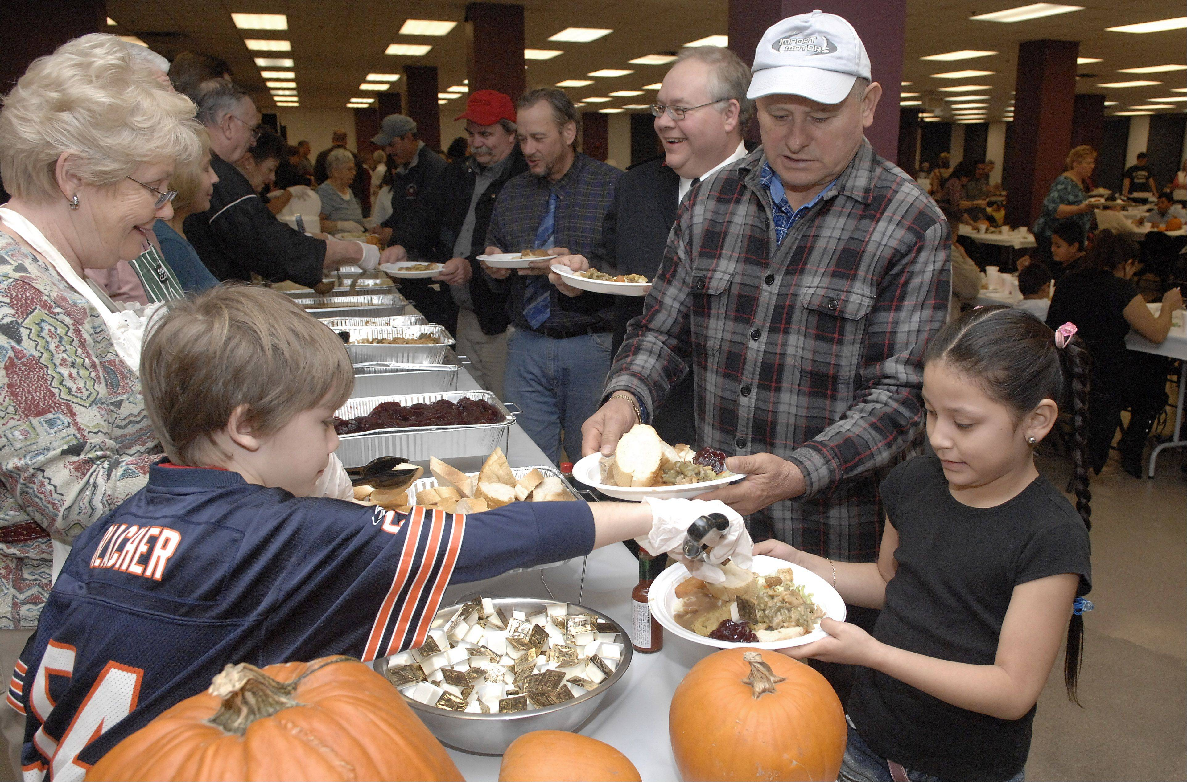 Organizers of the fifth annual Elgin Community Thanksgiving Dinner are in need of donations to meet their goal of feeding 1,500 people.