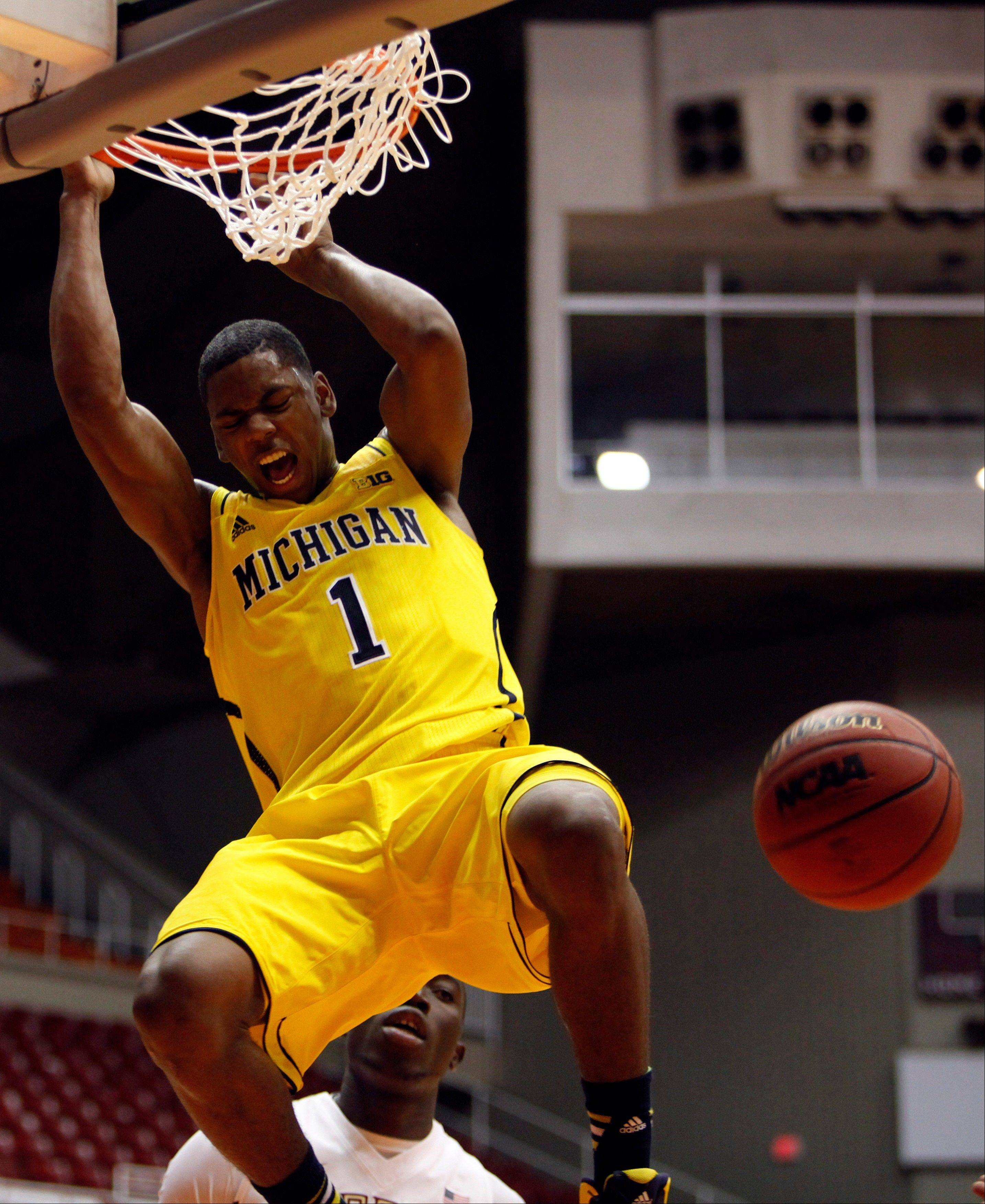 Michigan forward Glenn Robinson dunks during Friday�s game against Florida State in San Juan, Puerto Rico.