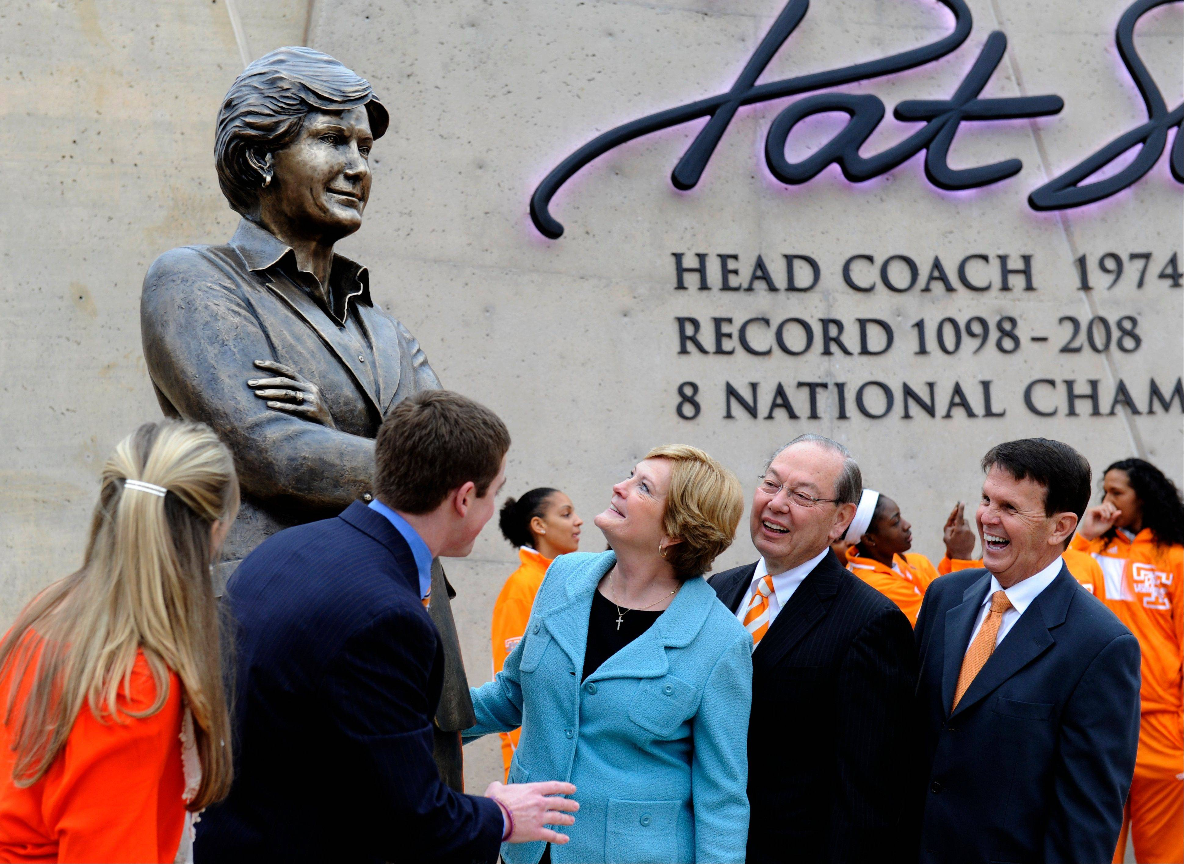 Tennessee women�s basketball coach emeritus Pat Summitt, center, looks at the statue unveiled in her honor on Friday in Knoxville, Tenn. With Summitt are, from left, her daughter-in-law, AnDe Summitt, her son, Tyler Summitt, UT Chancellor Jimmy Cheek, and director of athletics Dave Hart.