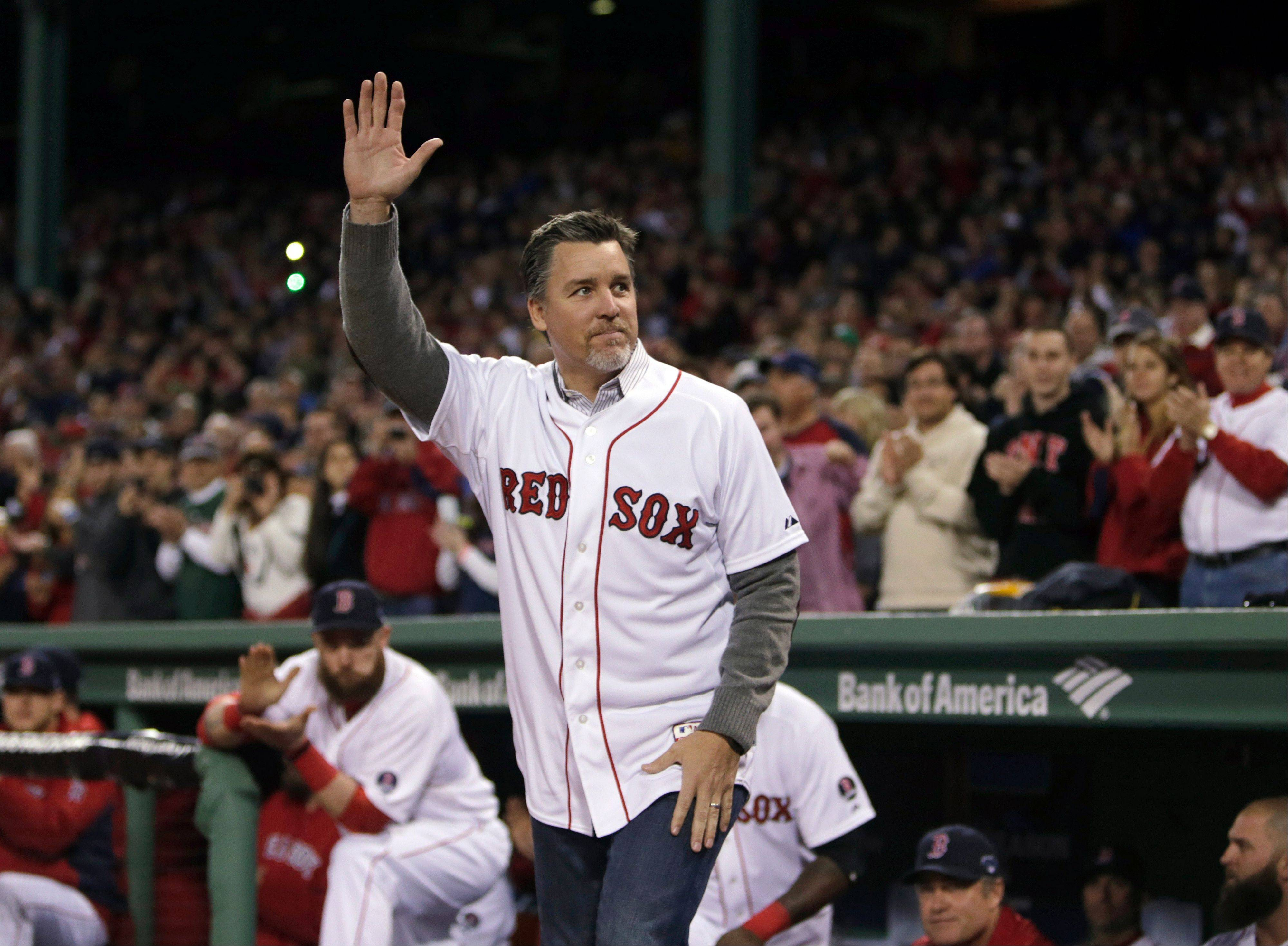 Former Boston Red Sox player Bill Mueller, who played on the Red Sox 2004 World Series winning team and won a 2003 batting title, will join the Cubs as a hitting coach next season.
