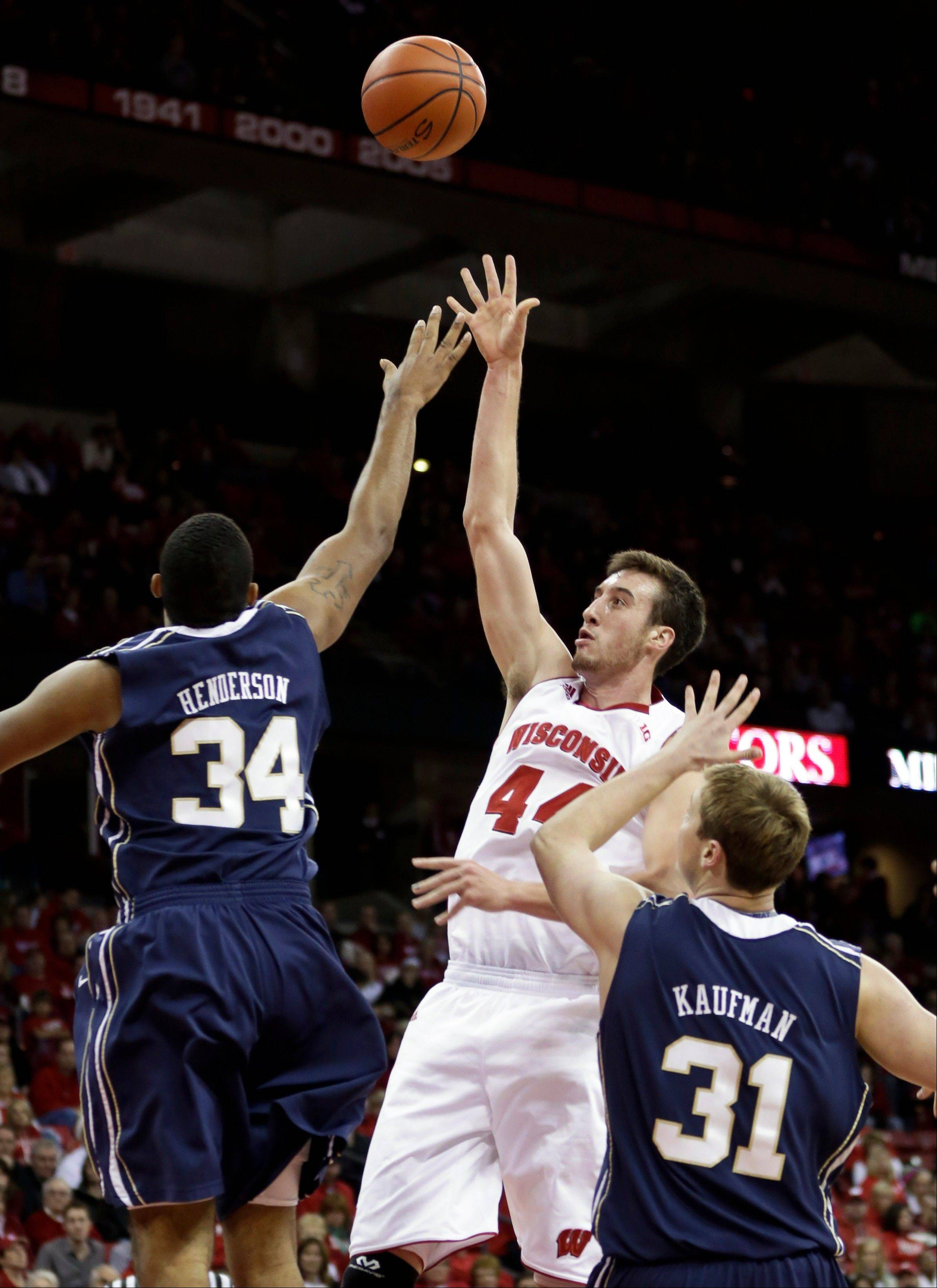 Wisconsin�s Frank Kaminsky shoots past Oral Roberts� Dennell Henderson (34) and Jorden Kaufman during the second half of Saturday�s game in Madison.