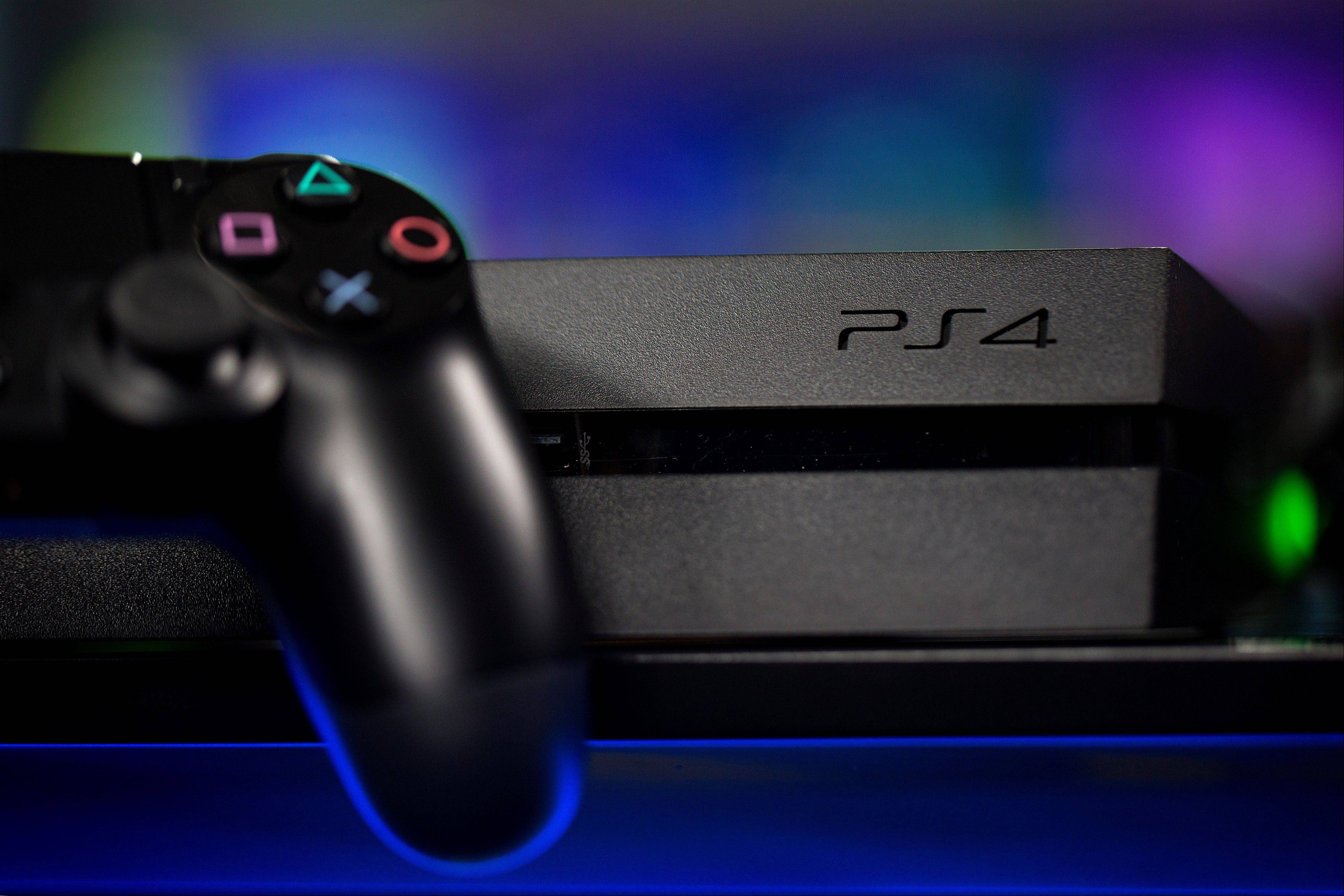 Sony is confident the Playstation 4 console can meet analysts' sales estimates of 3 million units by year-end, exploiting an early advantage over Microsoft Corp.'s Xbox One.