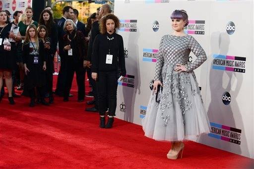 TV host Kelly Osbourne goes for a little glam on AMA night.