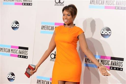 Oscar-winning actress, singer and Chicago native Jennifer Hudson makes a bold statement on the AMA red carpet.