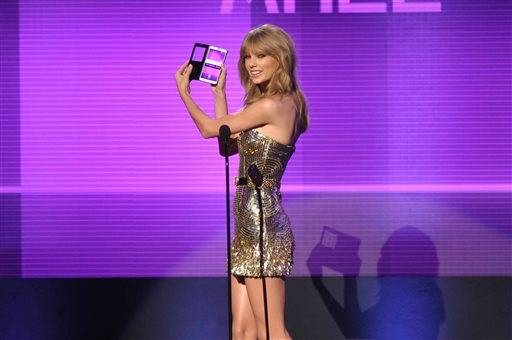 Taylor Swift presents an award during the American Music Awards.