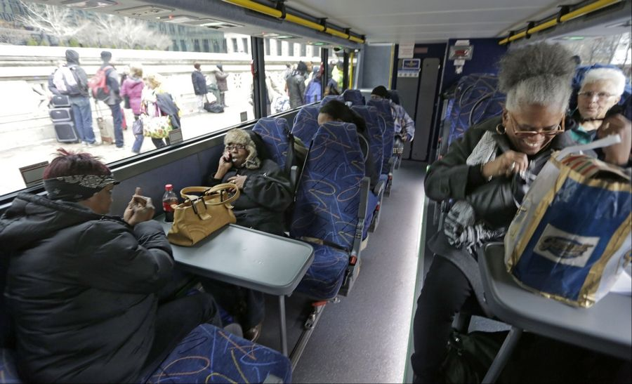 New breed of buses draws Thanksgiving travelers
