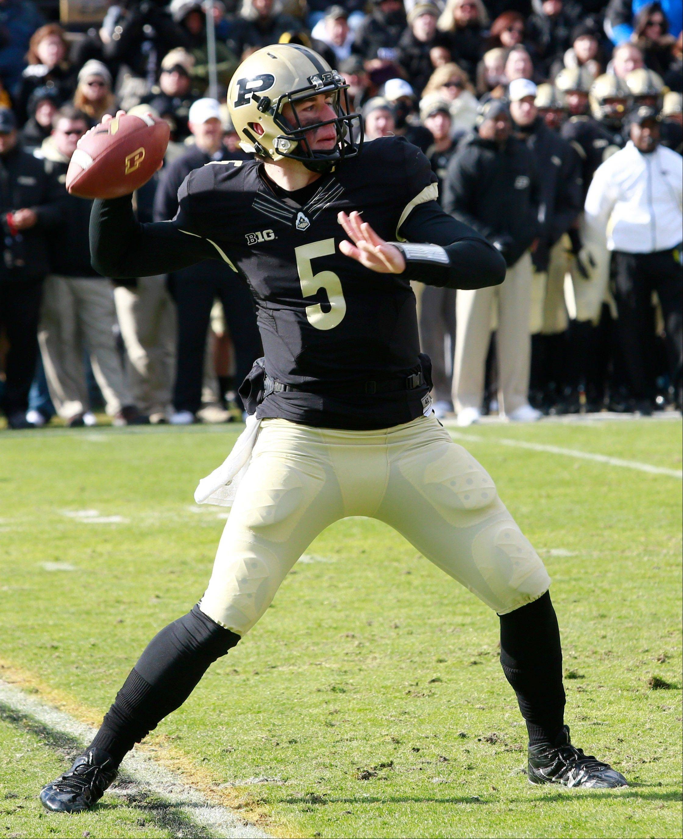 Purdue quarterback Danny Etling throws a pass in the first half of last Saturday's home loss to Illinois. The Boilermakers haven't had a winless Big Ten season since 1993 and are trying to avoid a 10th consecutive loss.